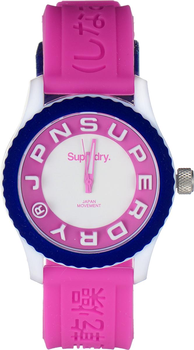 Часы наручные женские Superdry Urban, цвет: розовый, белый. SYL146PWSYL146PWСтильные часы Superdry Urban выполнены из пластика и хезалитового стекла. Циферблат оформлен символикой бренда, на стрелки и отметки нанесен светящийся состав. Корпус изделия оснащен кварцевым механизмом и дополнен устойчивым к царапинам хезалитовым стеклом. Ремешок современного дизайна выполнен из силикона и оснащен пряжкой, которая позволит с легкостью снимать и надевать изделие. Часы поставляются в фирменной упаковке. Часы Superdry Urban сочетают в себе американский винтаж, японскую эстетику и традиционный британский стиль, тем самым прекрасно дополнят образ.