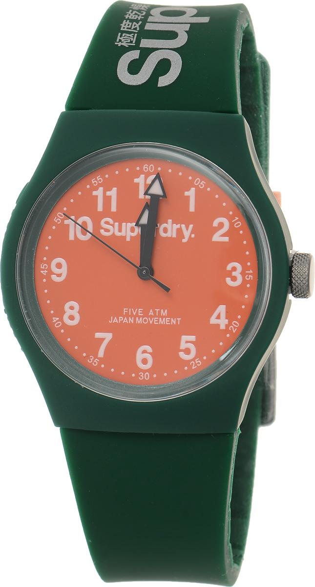 Часы наручные Superdry Urban, цвет: темно-зеленый. SYG164ONSYG164ONСтильные часы Superdry Urban выполнены из нержавеющей стали, пластика и хезалитового стекла. Циферблат оформлен символикой бренда. Корпус изделия имеет степень влагозащиты 5 Bar, оснащен кварцевым механизмом и дополнен устойчивым к царапинам хезалитовым стеклом. Ремешок современного дизайна выполнен из силикона и оснащен пряжкой, которая позволит с легкостью снимать и надевать изделие. Часы поставляются в фирменной упаковке. Часы Superdry Urban сочетают в себе американский винтаж, японскую эстетику и традиционный британский стиль, тем самым прекрасно дополнят образ.