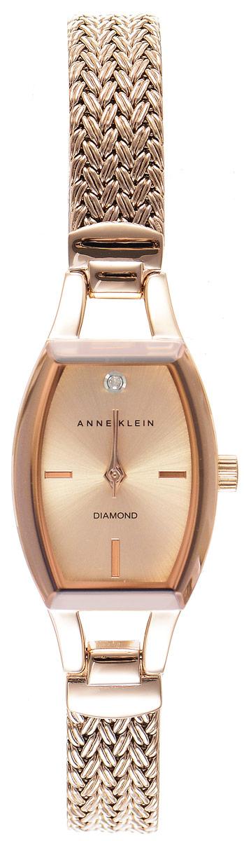 Часы наручные женские Anne Klein Diamond, цвет: золотистый. 21842184 RGRGЭлегантные женские часы Anne Klein Diamond выполнены из металлического сплава с PVD покрытием и минерального стекла. Циферблат изделия инкрустирован бриллиантом. Подлинность драгоценного камня подтверждена сертификатом. Часы оснащены кварцевым механизмом с тремя стрелками, полированным корпусом, устойчивым к царапинам минеральным стеклом. Изделие дополнено изящным браслетом со складным замком, который состоит из двух звеньев позволяющих регулировать длину изделия. Часы поставляются в фирменной упаковке. Стильные часы Anne Klein Diamond подчеркнут изящество женской руки и отменное чувство стиля их обладательницы.