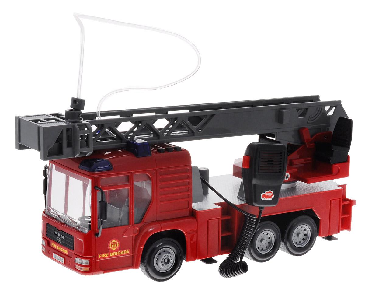 Dickie Toys Пожарная машина MAN3716003Пополните свой автопарк яркой пожарной машиной Dickie Toys MAN. Многофункциональная машина приятно удивит вашего ребенка, а с функцией разбрызгивания воды детки смогут по-настоящему тушить пожар. Во время игры ребята ощутят себя настоящими героями, что придаст деткам еще больше уверенности в себе. Машина выполнена в ярко-красном цвете и является точной копией настоящего автомобиля. У машины выдвигается стрела, на конце которой имеется корзинка. Пожарный автомобиль обладает функцией разбрызгивания воды, что непременно обрадует вашего ребенка. Вода наливается в специальный резервуар, и при нажатии на кнопку вода начинает брызгать. Также у автомобиля имеется рация для передачи указаний и сообщений. Для придания большей реальности машина оснащена световыми (мигает сирена на крыше) и звуковыми эффектами. Для большей устойчивости у автомобиля имеются прочные 4 опоры. Если пожар потушен, то опоры убираются и можно ехать дальше. Во время игры с пожарной машиной, у ребят разовьется...