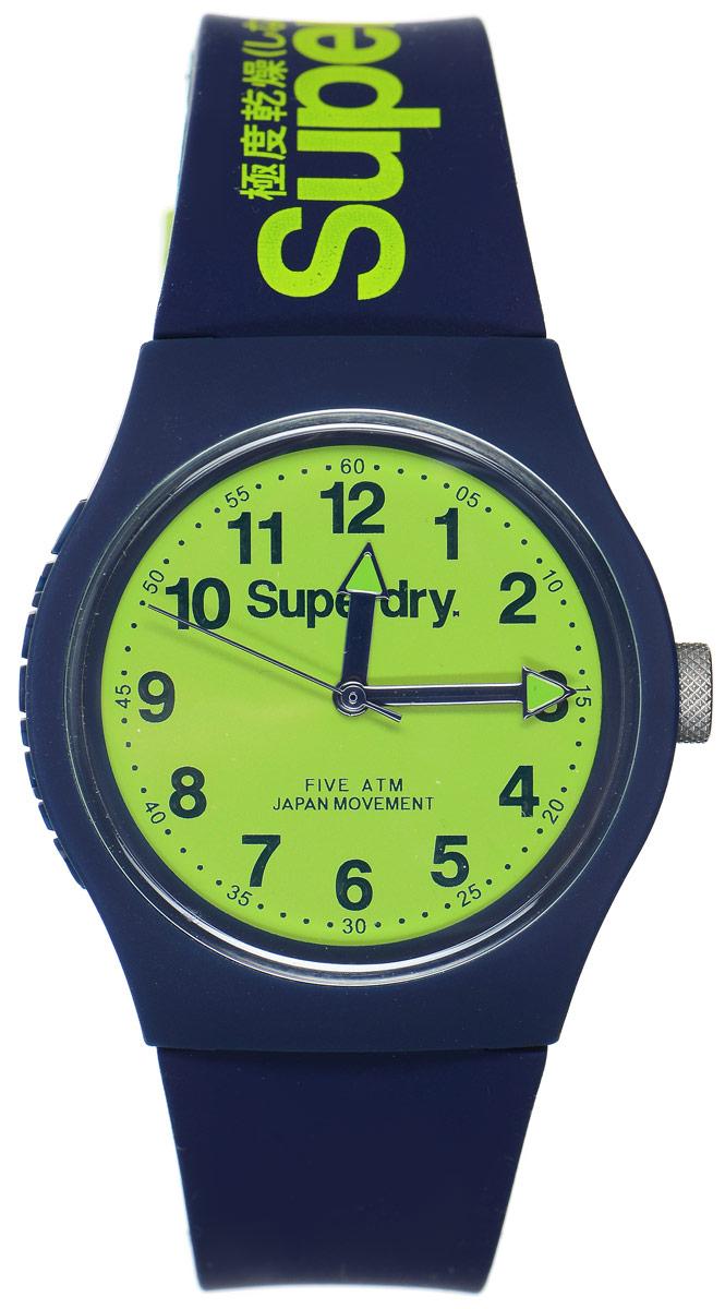 Часы наручные Superdry Urban, цвет: темно-синий. SYG164UNSYG164UNСтильные часы Superdry Urban выполнены из нержавеющей стали и пластика. Циферблат оформлен символикой бренда. Корпус изделия имеет степень влагозащиты 5 Bar, оснащен кварцевым механизмом и дополнен устойчивым к царапинам хезалитовым стеклом. Ремешок современного дизайна выполнен из силикона и оснащен пряжкой, которая позволит с легкостью снимать и надевать изделие. Часы поставляются в фирменной упаковке. Часы Superdry Urban сочетают в себе американский винтаж, японскую эстетику и традиционный британский стиль, тем самым прекрасно дополнят образ.