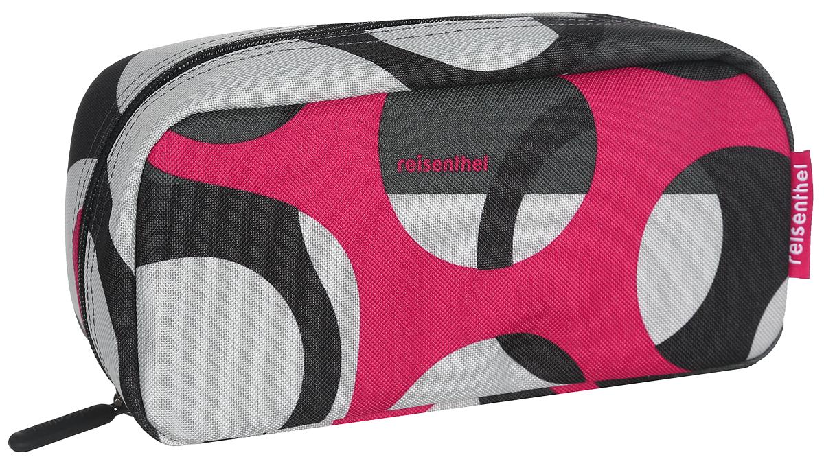Косметичка Reisenthel Multicase, цвет: черный, серый, красный. WJ7025WJ7025Яркая удобная сумочка-косметичка Reisenthel Multicase выполнена из прочного, устойчивого к разрывам, полиэстера и оформлена оригинальным узором. Модель предназначена для хранения косметики, маникюрных принадлежностей и других аксессуаров, которые могут вам понадобиться ежедневно или в путешествиях. Изделие содержит одно основное отделение, которое закрывается на застежку-молнию. Отделение содержит врезной карман на молнии и два нашивных открытых кармашка. Сбоку предусмотрена небольшая петля для удобства переноски. Женская косметичка - это стильный и полезный аксессуар для любой современной модницы. В косметичке поместится вся необходимая косметика, а благодаря компактным размерам ее всегда можно носить с собой в сумочке.