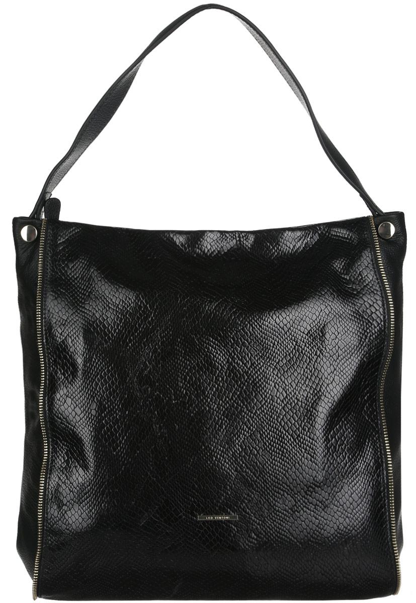 Сумка женская Leo Ventoni, цвет: черный. LV6045LV6045-blackСтильная женская сумка Leo Ventoni выполнена из натуральной качественной кожи с тиснением под змею. Модель оформлена металлической пластиной логотипа бренда и декоративными молниями. Сумка состоит из одного отделения и закрывается на пластиковую застежку-молнию. Отделение содержит два накладных открытых кармана для мелочей и телефона, два кармана на молниях и открытый боковой карман на кнопке. На задней стенке - врезной карман на застежке-молнии. Сумка оснащена одной удобной ручкой, высота которой позволяет носить сумку на сгибе руки или на плече. Прилагается фирменный текстильный чехол для хранения изделия. Роскошная сумка внесет элегантные нотки в ваш образ и подчеркнет ваше отменное чувство стиля.