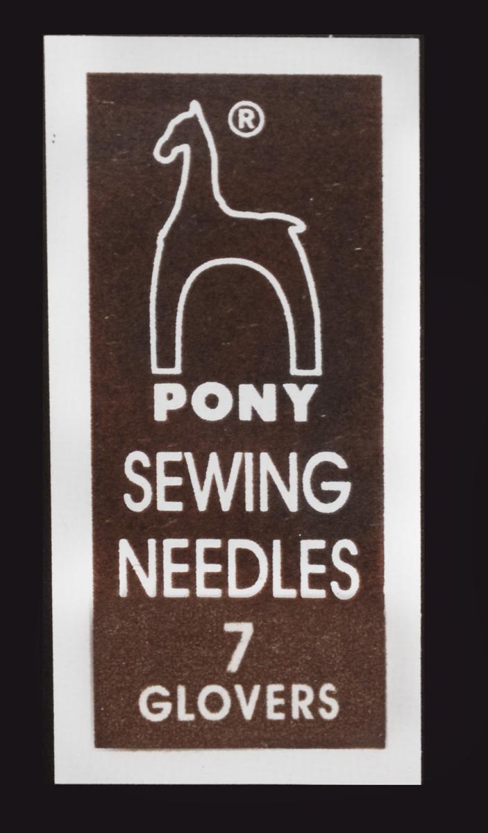Иглы ручные Pony, для кожи, с золотым ушком, №7, 25 шт18157Набор ручных игл Pony состоит из 25 игл одной длины. Иглы выполнены из высококачественной стали, имеют маленькие ушки золотого цвета, острый трехгранный, расширенный кончик, не очень тонкие. Иглы подходят для кожи и замши. Рукоделие всегда считалось изысканным, благородным делом. Работа, сделанная своими руками, долго будет радовать вас и ваших близких. Набор ручных игл Pony станет вам надежным помощником в рукоделии. Длина игл: 3,8 см. Размер: №7. Диаметр игл: 0,69 мм.