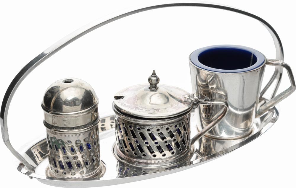 Набор для специй на поставке из 4 предметов. Металл, серебрение E.P.N.S., пластик и стекло кобальтового цвета, Великобритания, середина ХХ века