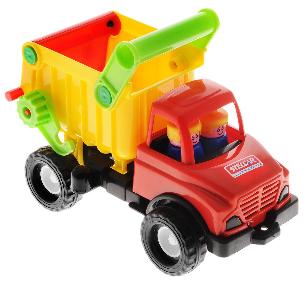 Stellar Грузовик цвет красный желтый черный1401_красный, желтый, черныйГрузовик Stellar отлично подойдет ребенку для различных игр. Вместительный кузов машины поднимается и опускается, задняя стенка кузова открывается. В кабине находятся две фигурки, которые при желании можно извлечь. Большие ребристые колеса обеспечивают машине устойчивость и хорошую проходимость. А еще машину можно возить за веревочку - для этого предусмотрено отверстие на бампере грузовика. Игрушка выполнена из прочного полипропилена, который позволяет выдерживать большие нагрузки. Ваш юный строитель сможет прекрасно провести время дома или на улице, подвозя к месту игрушечной стройки необходимые предметы на этом красочном грузовике.