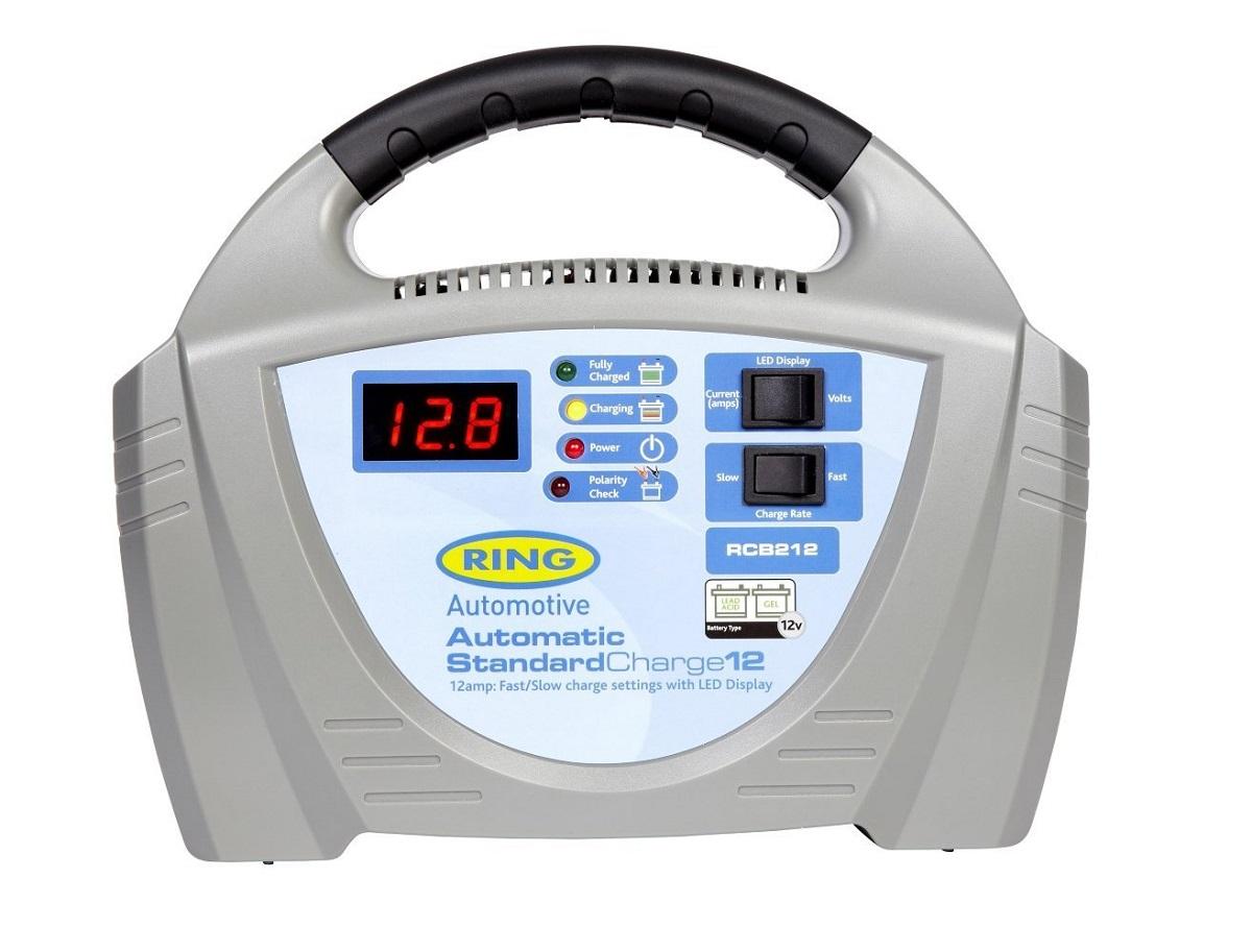 Зарядное устройство Ring Automotive. RECB212RECB212Зарядное устройство для свинцово-кислотных и гелевых аккумуляторных батарей 12В. Встроенный индикатор - вольтметр/амперметр. Два режима зарядки - быстрый 12А и медленный 3А. Зажимы типа крокодил и кабель питания убираются внутрь прибора. Автоматическая работа. Светодиодные индикаторы зарядки и заряженной батареи. Рекомендуется для АКБ емкостью 20 - 180Ач. Защита от обратной полярности. Удобная ручка для переноски.