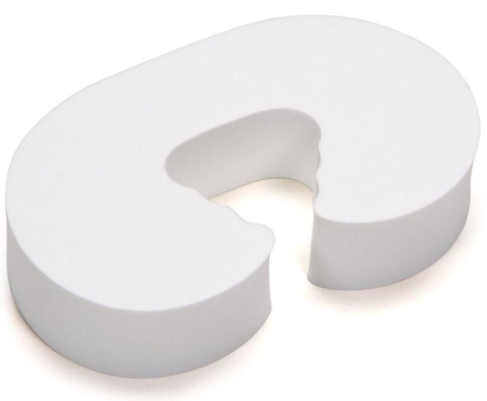 Safety 1st Ограничитель захлопывания двери цвет белый39008760Ограничитель для дверей Safety 1st - это удобное приспособление, которое при правильной установке препятствует неожиданному захлопыванию дверей, таким образом, чтобы ваш ребенок не прищемил себе пальчики или не оказался изолированным в одной из комнат. Пластиковый ограничитель захлопывания крепится на саму дверь с той стороны, где дверь открывается и мешает ей закрыться полностью.