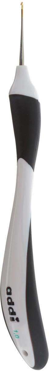 Крючок для вязания Addi Swing, с эргономичной ручкой, диаметр 1 мм, длина 16 см. 145-7145-7/1-16Крючок Addi Swing выполнен из высококачественного металла с золотистым наконечником. Он оснащен эргономичной прорезиненной пластиковой ручкой, которая позволяет делать короткие движения и не давит на руку. Это расслабляет ладонь, руку и плечо - идеально подходит для людей с артрозом. Дизайн ручки привлечет молодых вязальщиков и вязальщиц. Крючок Addi Swing прекрасно походит для хлопчатобумажных и льняных ниток. Вы сможете вязать для себя и делать подарки друзьям. Работа, сделанная своими руками, долго будет радовать вас и ваших близких.