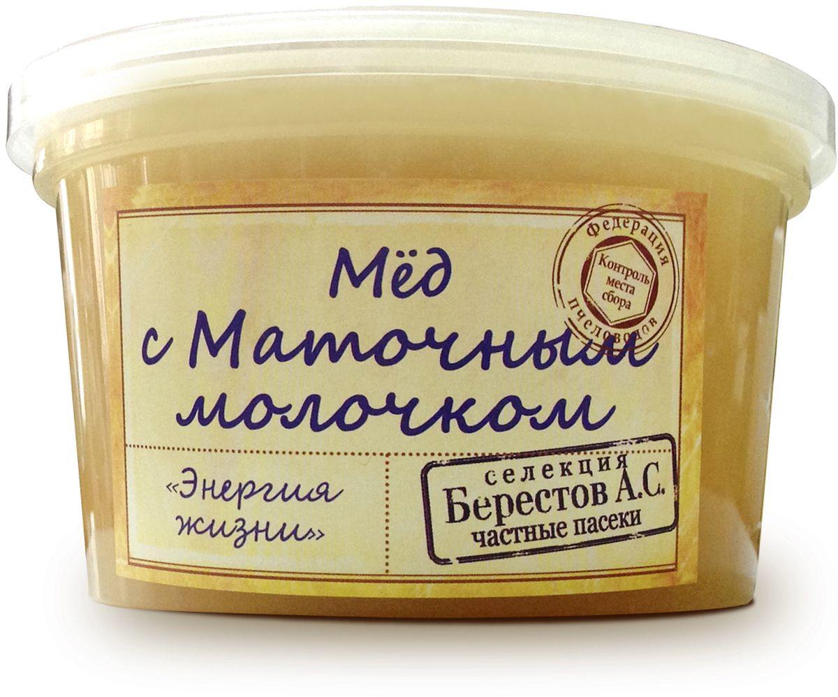 """Для коллекции «Избранное» нашими экспертами отобраны исключительно премиальные сорта мёда, обладающие уникальным характером и многогранным вкусом. Каждый урожай мёда неповторим и мы предлагаем вам только самое лучшее из коллекции этого года. Мед с маточным молочком из коллекции """"Избранное"""" Маточное молочко - ценнейший продукт пчеловодства, им пчелы кормят личинок и матку. Маточное молочко обладает бактериостатическим и бактерицидным свойствами. Маточное молочко вызывает бодрость, повышает жизненный тонус, нормализует обменные процессы, улучшает зрение, память и омолаживает организм в целом. Химический состав маточного молочка весьма сложен: вода, белки, сахара, жиры, Мед с маточным молочком содержит жизненно необходимые витамины A, D, B1, B2, B3, B6, B12, B15, H, E, PP, микроэлементы, минеральные соли и янтарную кислоту. Состав: натуральный мед, пчелиное маточное молочко. витамины, аминокислоты и ферменты. Высокое качество, проверенная годами и..."""