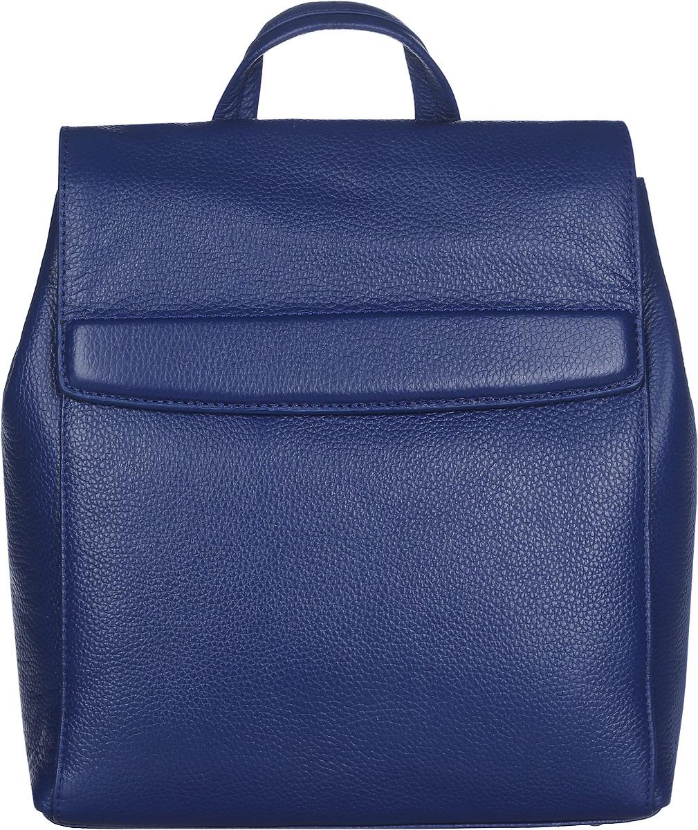 Рюкзак женский Labbra, цвет: синий. L-DL9077L-DL9077Стильный женский рюкзак Labbra выполнен из натуральной кожи с зернистой фактурой, оформлен металлической фурнитурой и фирменным брелоком. Изделие содержит одно основное отделение, закрывающееся на замок-вертушку и дополнительно клапаном на скрытые магниты. Внутри расположены два накладных кармашка для мелочей, врезной карман на молнии, открытый карман и накладной карман на молнии. Спинка изделия дополнена небольшим вертикальным врезным карманом на молнии. Боковые стороны фиксируются кнопками. Рюкзак оснащен удобными плечевыми лямками регулируемой длины, а также ручкой для переноски в руке. Прилагается фирменная текстильная сумка для хранения изделия. Практичный аксессуар позволит вам завершить свой образ и быть неотразимой.