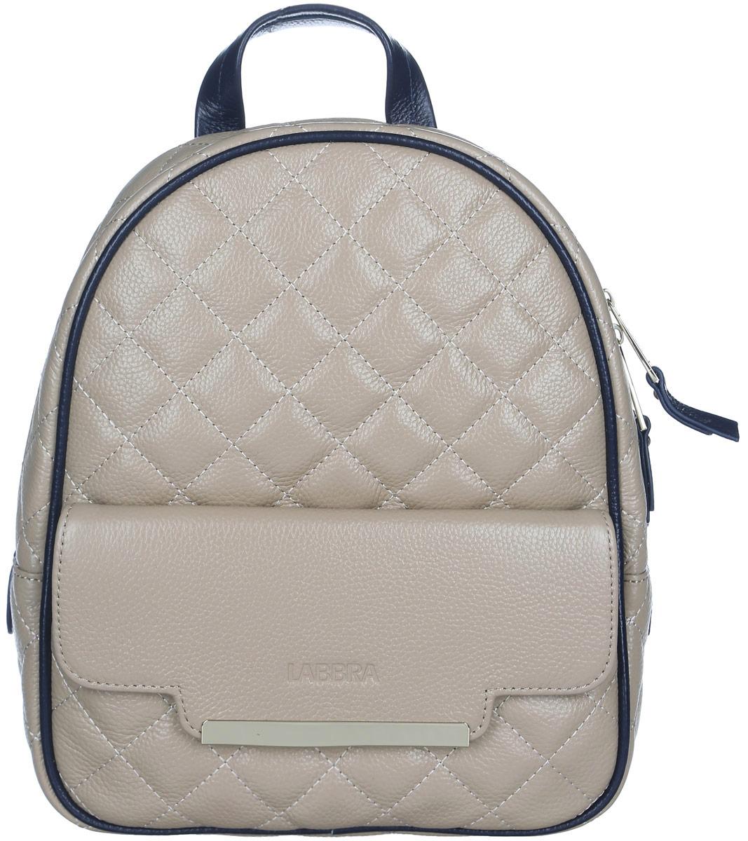 Рюкзак женский Labbra, цвет: темно-бежевый. L-9915-3L-9915-3Стильный женский рюкзак Labbra, выполненный из натуральной кожи с зернистой фактурой, оформлен тиснением в виде логотипа бренда и декоративной строчкой. Изделие содержит одно основное отделение, закрывающееся на застежку-молнию. Внутри расположены два накладных кармана для мелочей и врезной карман на застежке-молнии. Снаружи, на передней стенке находится накладной карман, закрывающийся клапаном на магнит. Задняя сторона изделия дополнена потайным карманом на застежке- молнии. Рюкзак оснащен удобными лямками регулируемой длины и петлей для подвешивания. Практичный и стильный аксессуар позволит вам завершить свой образ и быть неотразимой.