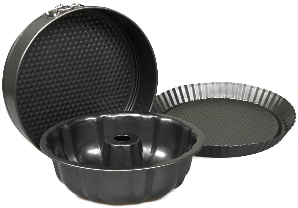 Набор для выпечки Pomi d'Oro Dolcezza Trio Set, 3 предмета77.858@23452 / Dolcezza Trio SetНабор для выпечки Dolcezza Trio Set. В набор входит 3 формы для выпечки пирогов (25, 26 и 28 см). Формы изготовлены из высокопрочной углеродистой стали 0,4 мм с антипригарным покрытием. Подходят для использования во всех типах духовых шкафов, можно мыть в посудомоечной машине. Размеры - 25х7,5 см, 26х6,8 см, 28х3 см