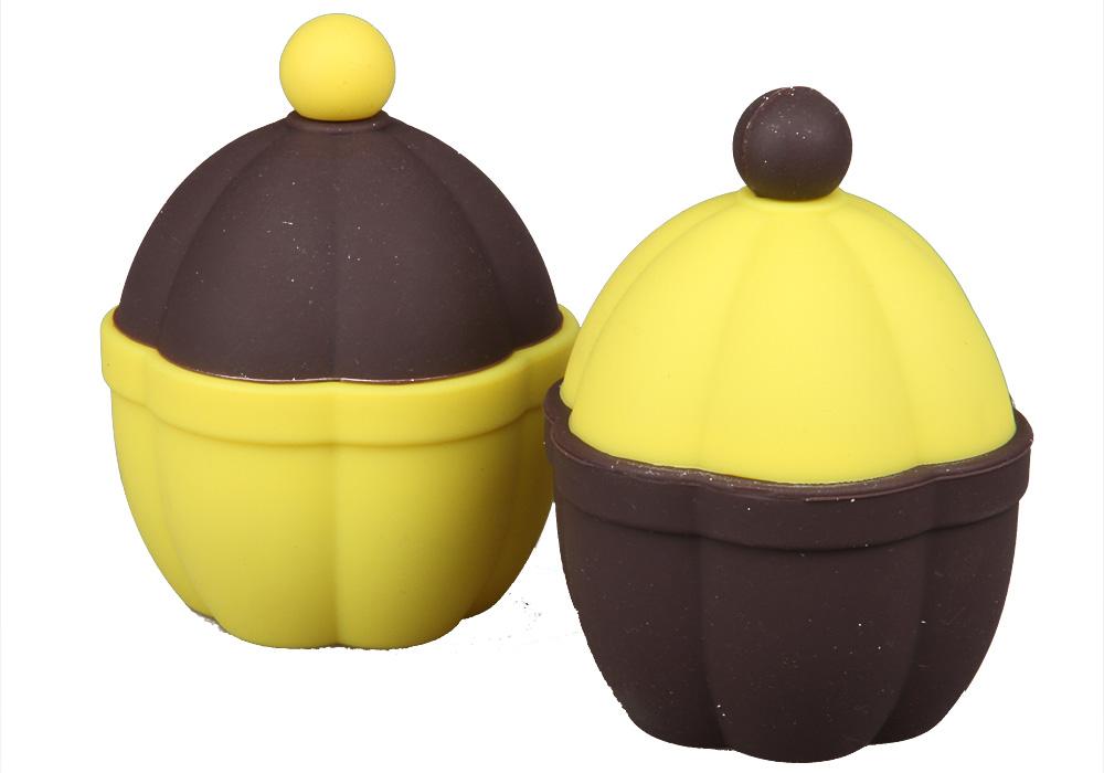 Форма для запекания Pomi d'Oro Cioccolata, 7 см77.858@23768 / Q0701 CioccolataФорма для запекания Pomi dOro, 7 см, с крышкой, силиконовая, модель Q0701, коллекция Cioccolata.Форма для выпечки изготовлена из специального силиконового материала. Выдерживает температуры от -40 °C до +230 °С, не впитывает запахи и легко моется, обладает антипригарными свойствами. Выпечка в такой форме не пригорит и будет извлекаться легко. Может использоваться не только во всех видах духовых шкафов, но и в микроволновой печи, и даже в морозилке. Силиконовая форма замечательно подойдет для выпечки и приготовления всех стандартных блюд в духовке. Размеры: 7.4х7.4х9.5 см