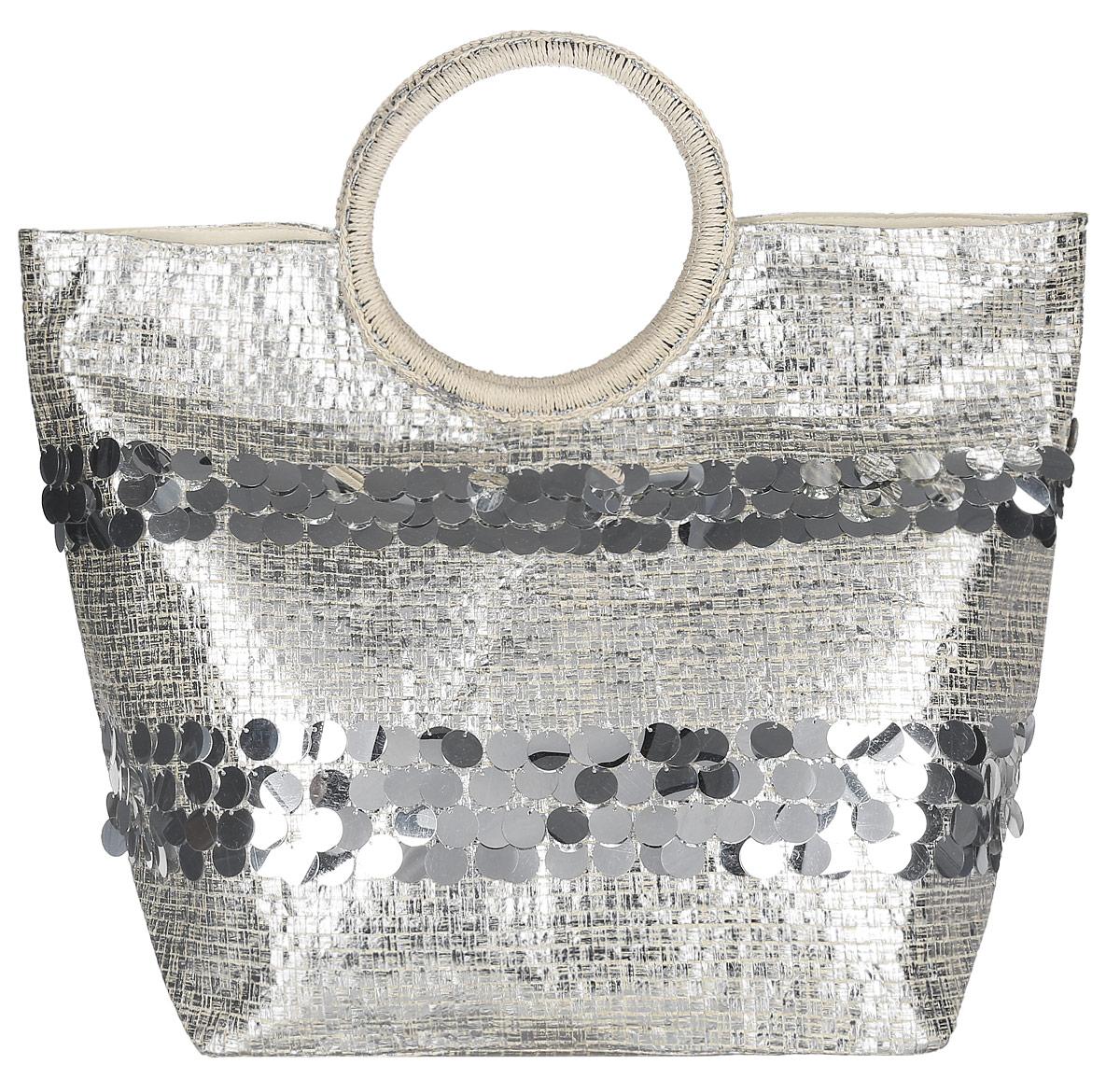 Сумка пляжная женская Moltini, цвет: бежевый, серебристый. 7T-16027T-1602Яркая пляжная женская сумка Moltini выполнена из бумаги, покрытой блестящей краской, с подкладкой из полиэстера. Модель оформлена крупными пайетками. Изделие состоит из одного вместительного отделения и закрывается на магнитную кнопку. Внутри отделения на боковой стенке расположен один накладной открытый карман для мелких принадлежностей или телефона. Сумка оснащена ручкой оригинального дизайна, которая декорирована бумажной нитью. Размеры сумки позволят вместить в нее все необходимое, что понадобится вам на пляже. Практичная, яркая и стильная сумка прекрасно завершит ваш образ и будет незаменима в летний период.