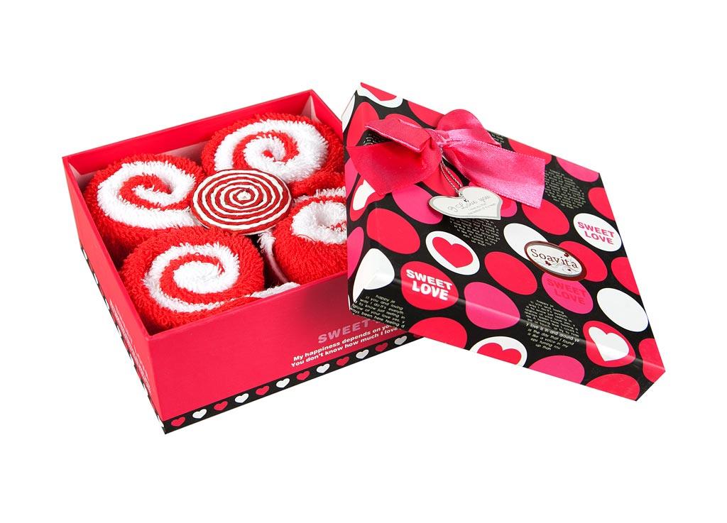 Набор салфеток Soavita Роллы, цвет: красный, белый, 20 х 20 см, 8 шт74786Набор Soavita Роллы, выполненный из высококачественного 100% хлопка, состоит из восьми квадратных салфеток. Изделия гипоаллергены, отлично впитывают влагу, быстро сохнут, сохраняют яркость цвета и не теряют форму даже после многократных стирок. В сухом виде подходят для деликатных поверхностей: стекол, зеркал, оптики, мониторов, мебели, бытовой техники и многого другого. Во влажном виде незаменимы на кухне, в ванной, в уходе за автомобилем. Такие салфетки очень практичны и неприхотливы в уходе. Набор упакован в яркую подарочную коробку, декорированную бантом. Набор Soavita станет отличным помощником и украсит интерьер вашей кухни. Перед использованием постирать при температуре не выше +40°С.