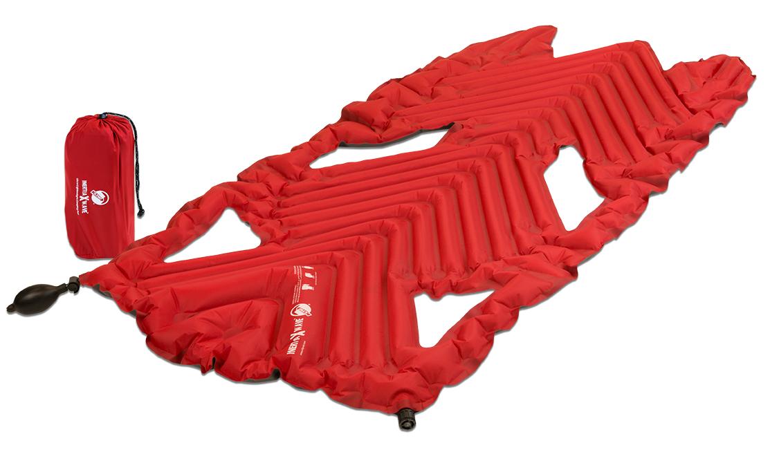 Надувной коврик Klymit Inertia X Wave pad Red, цвет: красный06XWRd01AНаиболее легкий, компактный трекинговый коврик! 3/4 длины стандартного коврика. Технология loft pocket (сохранение тепла и улучшенная воздухопроницаемость за счет пустот и сварных швов) Технология body mapping (комфорт за счет учета ключевых точек давления тела на коврик) 3- х сезонный - Материал – полиэстер 75D –низ; 30 D- верх - Надувается за 2- 4 выдоха - Размер – 122 см x 63.5 см x 3.8 см; в сложенном виде - 7.62 см x 17.78 см - Вес – 297 гр. - В комплекте – коврик с 2- мя клапанами, насос, набор для ремонта (патч и клей), чехол. - Цвет - Красный