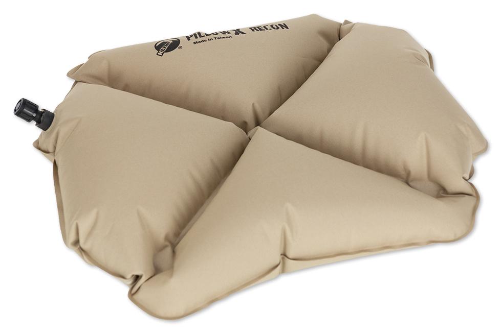 Надувная подушка Klymit Pillow X Recon, цвет: песочный12PXCy01CЛегкая и компактная подушка для полноценного отдыха в путешествии. X- направляющие фиксируют положение головы во время сна; - Материал – полиэстер 75D - Надувается за 1- 2 выдоха - Размер – 38.1 см x 27.9 см x 10.2 см; в сложенном виде – 11.4 - 3 см x 6.35 x 2.54 см (размер зажигалки) - Вес – 65 гр. - Цвет – песочный (coyote)