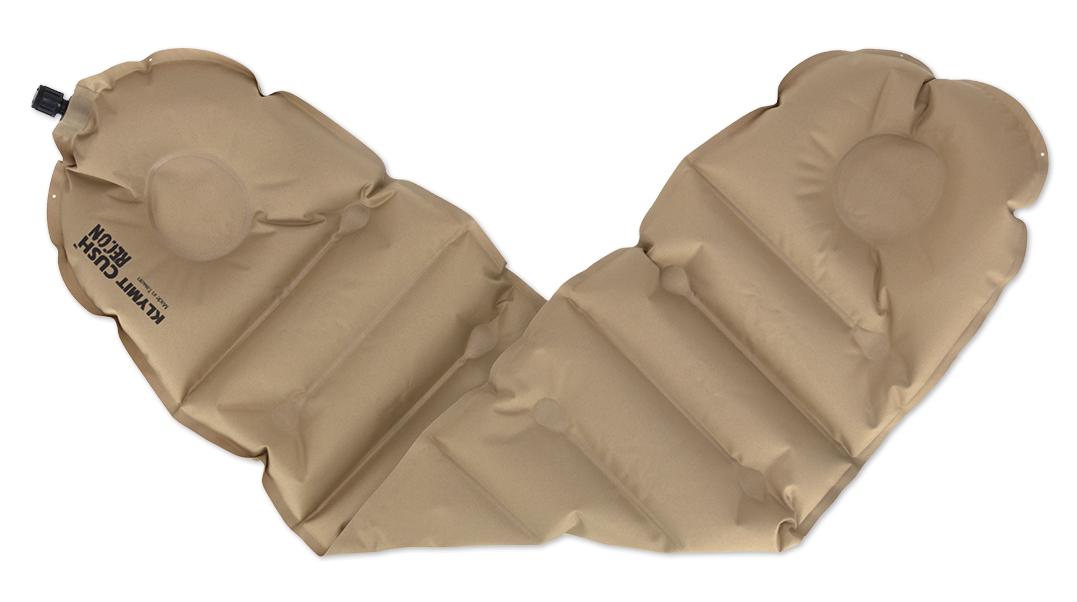 Надувная подушка/сиденье Klymit Cush seat/pillow Recon, цвет: песочный12CUCy01Надежная и комфортная подушка /сиденье (трансформер) позволяет изменять толщину и размер за счет складывания в 1 или 2 слоя. Можно обернуть вокруг шеи как капот или сложить в 2 слоя, сделав подушку или сиденье. В сложенном виде имеет размер кошелька. - Материал – полиэстер 75D - Надувается за 1- 3 выдоха - Размер – 74 см x 23 см x 2.54 см; в сложенном виде - 11.43 см x 8.89 см x 2.54 см - Вес – 85 гр - Цвет - Песочный
