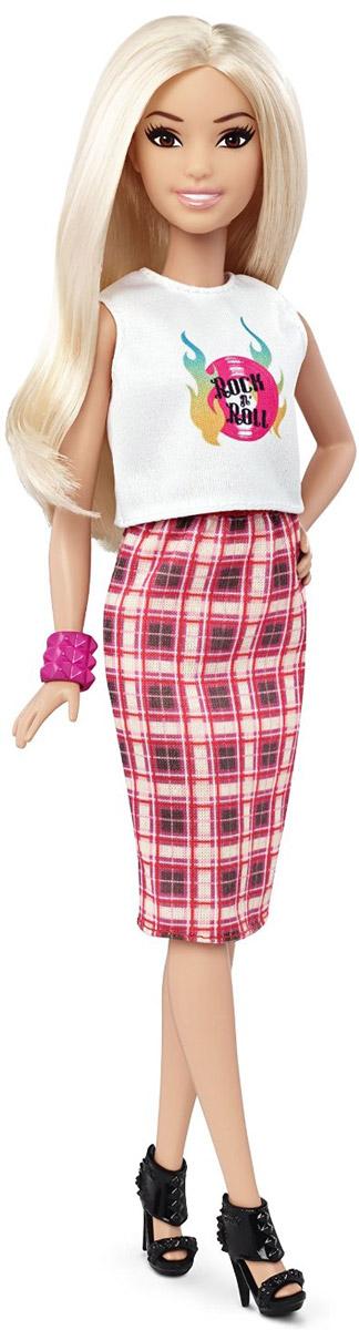 Barbie Кукла Fashionistas цвет наряда белый розовый коричневыйDGY54_DPX67Стильная кукла Barbie Fashionistas порадует вашу малышку и доставит ей много удовольствия от часов, посвященных игре с ней. Кукла с длинными светлыми волосами одета в клетчатую юбку и белый топ, на ногах куколки - модные черные босоножки на высоком каблуке. Образ куклы дополняет розовый браслет на руке. Куклы Barbie Fashionistas - это множество образов и море удовольствия! Станьте модельером и подбирайте новые дизайнерские решения! У кукол различный цвет волос, глаз и кожи, разные прически, разная форма лица. Им подходит любой стиль: спортивные маечки и современная высокая мода, популярные платья в горошек и блузки с принтами, богемный шик и рокерские наряды, босоножки на каблуках, балетки, кроссовки, милые ботиночки. Барби любят украшения: бусы, очки, сережки. Они могут носить челки и проборы, кудряшки и прямые волнистые волосы, быть брюнетками, блондинками и рыжими, краситься в абсолютно черный и в современный пурпурный цвет. Соберите их всех!