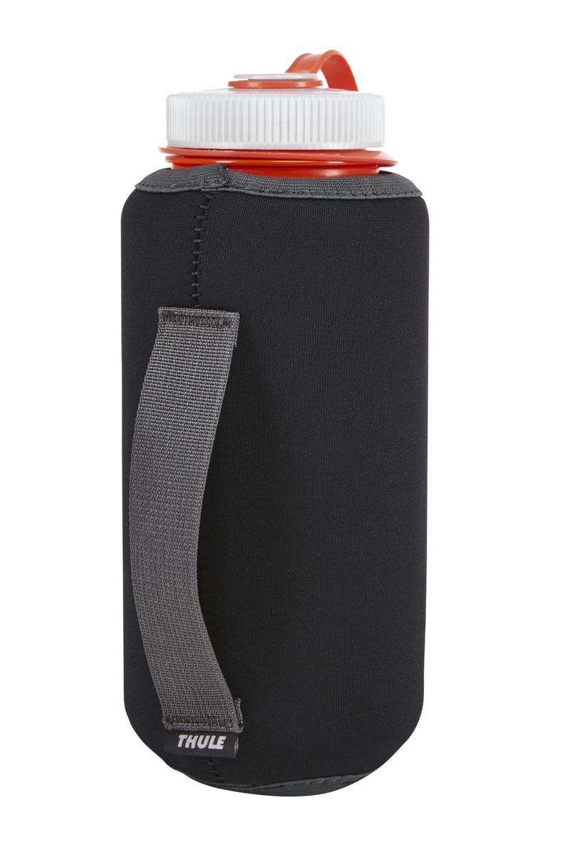 Футляр для бутылки Thule Versant, цвет: черный212300Футляр для бутылки воды Thule VersaClick - Для тех, кому нужен беспроблемный доступ к бутылке воды Совместимо с системой VersaClick Подходит для большинства бутылок воды емкостью 1 л Защелкивается на месте и легко снимается Благодаря теплоизоляции холодные напитки не нагреваются, а горячие — не остывают Тканая ручка для того, чтобы было удобнее держать бутылку Модульную конструкцию можно закрепить на стандартной тесьме