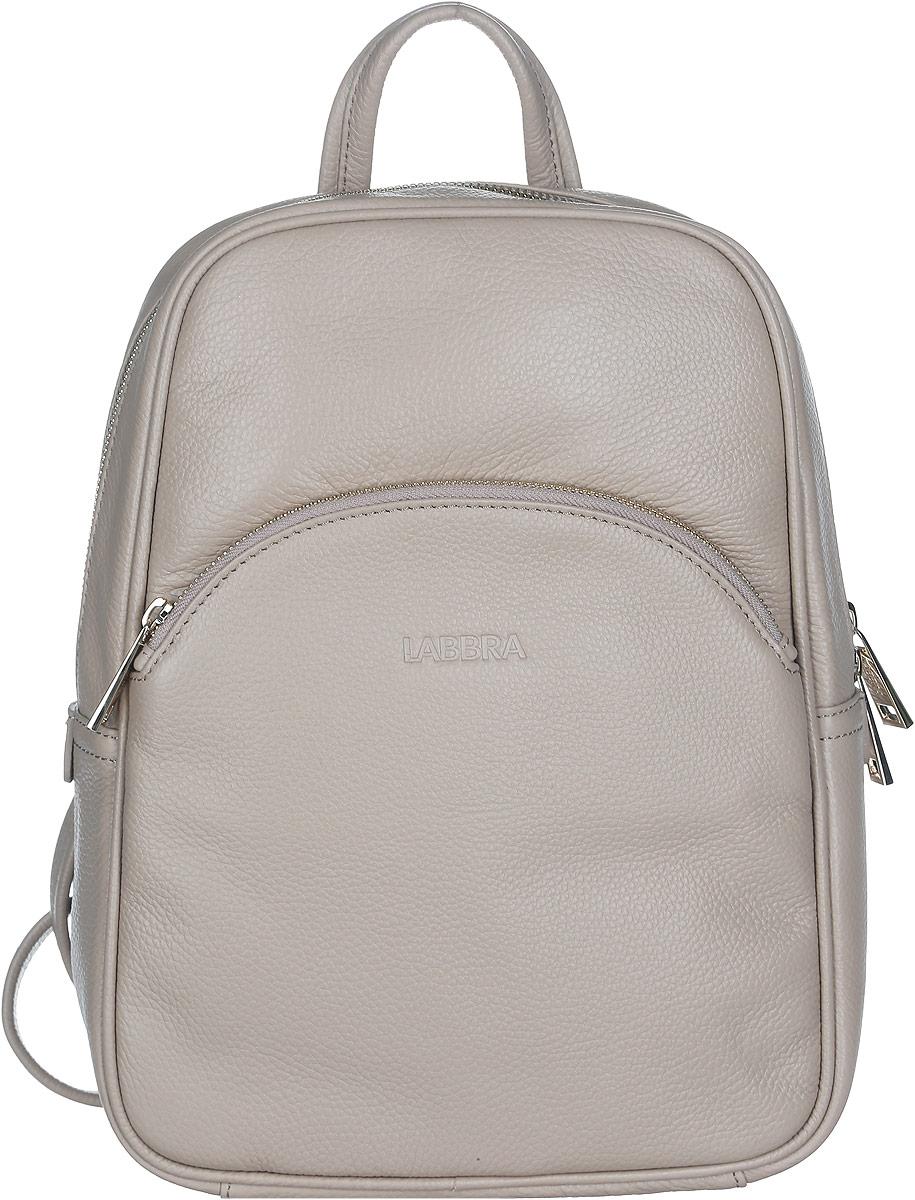 Рюкзак женский Labbra, цвет: серо-бежевый. L-DF51225-1L-DF51225-1Стильный женский рюкзак Labbra выполнен из натуральной кожи с зернистой фактурой, оформлен металлической фурнитурой и тиснением логотипа бренда. Изделие содержит одно основное отделение, закрывающееся на металлическую застежку-молнию. Внутри расположены два накладных кармашка для мелочей и врезной карман на молнии. Лицевая сторона рюкзака дополнена вместительным накладным карманом, который закрывается на молнию. Спинка изделия дополнена небольшим врезным карманом на молнии. Рюкзак оснащен удобными плечевыми лямками регулируемой длины, а также ручкой для переноски в руке. Прилагается фирменная текстильная сумка для хранения изделия. Практичный аксессуар позволит вам завершить свой образ и быть неотразимой.