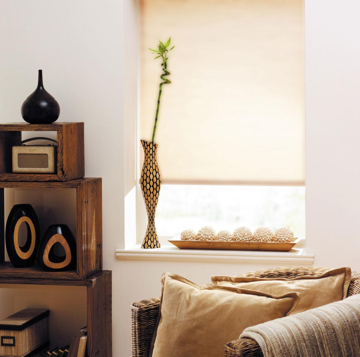 Миниролло KauffOrt 115х170 см, цвет: бежевый лен3115409Рулонная штора Миниролло выполнена из высокопрочной ткани бежевого цвета, которая сохраняет свой размер даже при намокании. Ткань не выцветает и обладает отличной цветоустойчивостью. Миниролло - это подвид рулонных штор, который закрывает не весь оконный проем, а непосредственно само стекло. Такие шторы крепятся на раму без сверления при помощи зажимов или клейкой двухсторонней ленты. Окно остаётся на гарантии, благодаря монтажу без сверления. Такая штора станет прекрасным элементом декора окна и гармонично впишется в интерьер любого помещения.