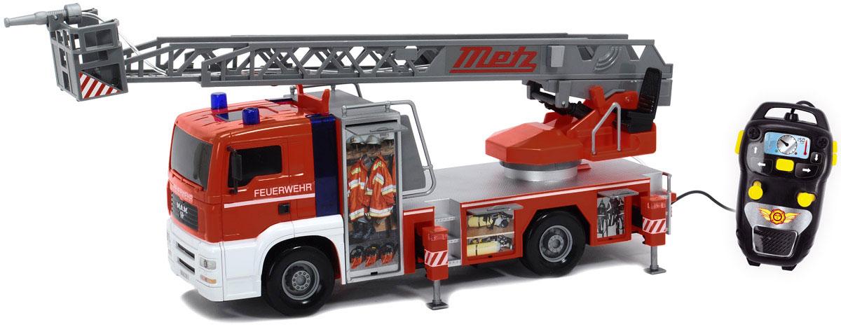 Dickie Toys Пожарная машина MAN на дистанционном управлении3719000Пожарная машина Dickie Toys MAN на дистанционном управлении - восхитительная игрушка, которая станет превосходным подарком для ребенка на любой праздник. Игрушка выполнена очень детально и аккуратно, в ярких красочных цветах. На корпусе игрушки имеется все необходимое для пожарной машины. Ваш ребенок будет увлекательно играть с этой пожарной машинкой, придумывая различные истории! Основные особенности игрушки: оснащена звуком пожарной сирены, лампочки над кабиной мигают, как у настоящей пожарной машины, наверху располагается специальная лестница для пожарников, с площадкой и брандспойтом (лестница подвижна, ее можно вращать вокруг своей оси, выдвигать), машина оснащена пультом дистанционного управления, брандспойт оснащен функцией разбрызгивания воды. Необходимо купить 4 батарейки напряжением 1,5V типа АА (не входят в комплект).
