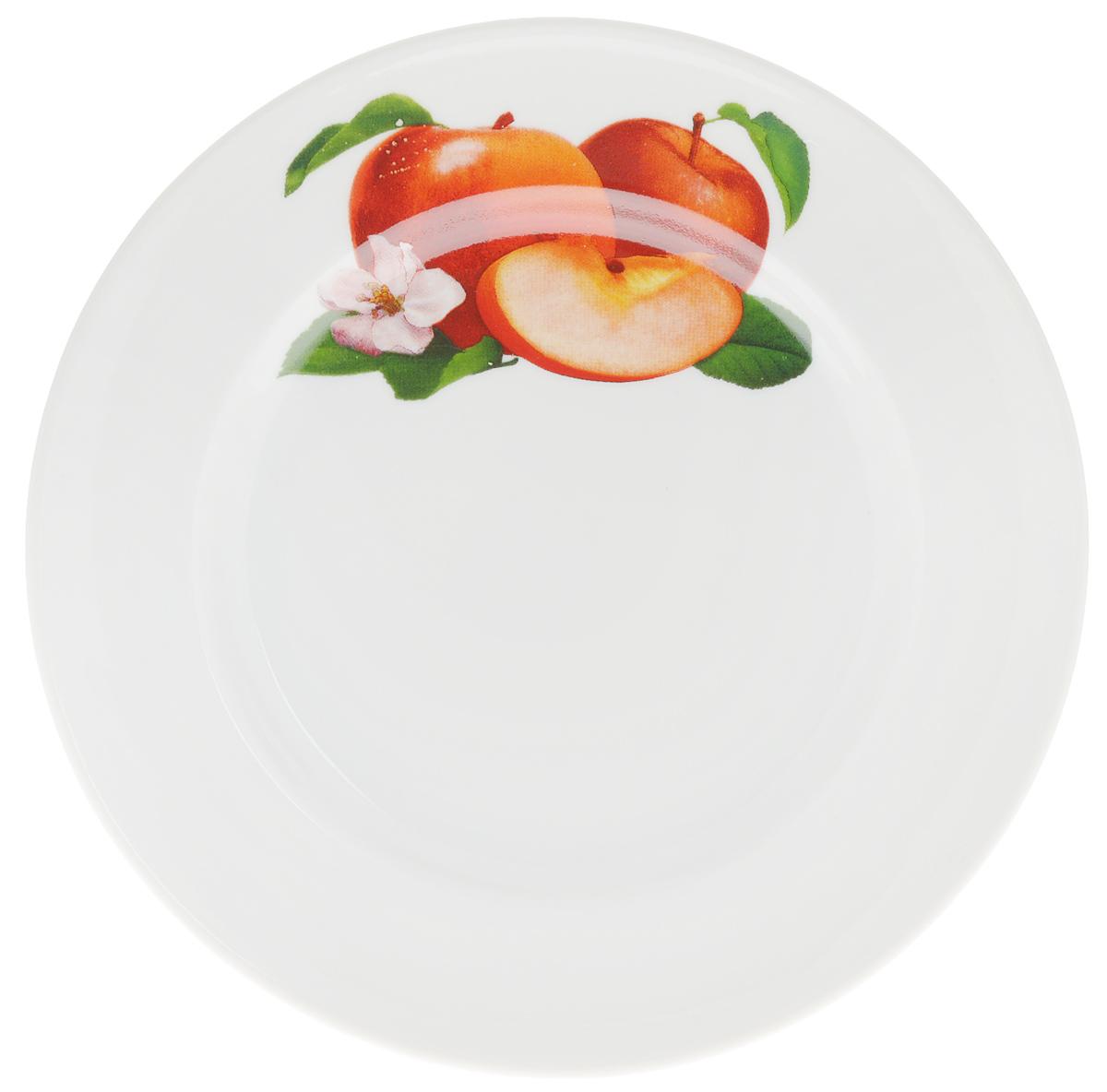 Тарелка Яблоко, диаметр 20 см1303841_белыйТарелка Яблоко, изготовленная из высококачественного фарфора, имеет изысканный внешний вид. Яркий дизайн придется по вкусу и ценителям классики, и тем, кто предпочитает утонченность. Тарелка Яблоко идеально подойдет для сервировки стола и станет отличным подарком к любому празднику.