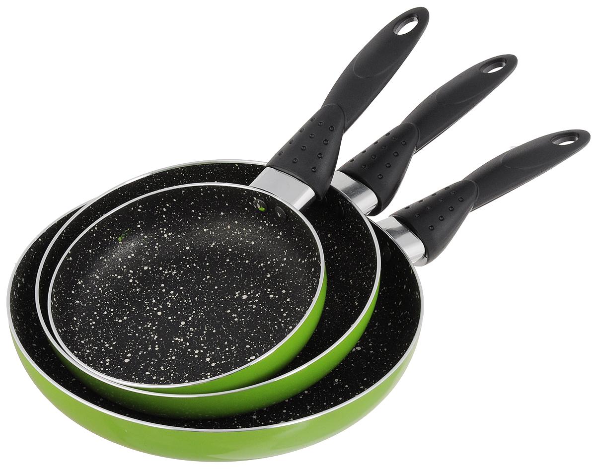 Набор сковородок Calve, с антипригарным покрытием, цвет: салатовый, 3 предмета. CL-1106CL-1106_салатовыйНабор Calve состоит из 3 сковородок разного диаметра, изготовленных из высококачественного алюминия с внутренним антипригарным покрытием. С таким покрытием пища не пригорает и посуда легко моется. Дно изделий имеет специальную утяжеленную конструкцию, которая обеспечивает высокую теплопроводность. Сковороды снабжены удобными эргономичными бакелитовыми ручками, которые не позволят выскользнуть посуде из ваших рук. Внешнее цветное покрытие жаростойкое. Подходят для всех типов плит, кроме индукционных. Можно мыть в посудомоечной машине. Диаметр большой сковороды: 24 см. Высота стенки большой сковороды: 4 см. Длина ручки большой сковороды: 16 см. Диаметр средней сковороды: 20 см. Высота стенки средней сковороды: 4 см. Длина ручки средней сковороды: 16 см. Диаметр малой сковороды: 16 см. Высота стенки малой сковороды: 4 см. Длина ручки малой сковороды: 16 см.
