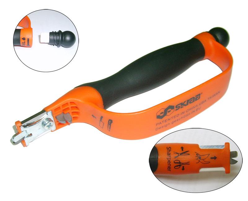 Точилка для ножей Skrab, 185 мм. 2801128011Точилка многофункциональная 185 мм Удобная точилка для ножей, бытовых ножниц, садовых секаторов, с точильными элементами из карбида вольфрама. Корпус точилки выполнен из ABS пластика. В ручке точилке находится баллон со специальной жидкостью, которая используется при заточке инструмента.