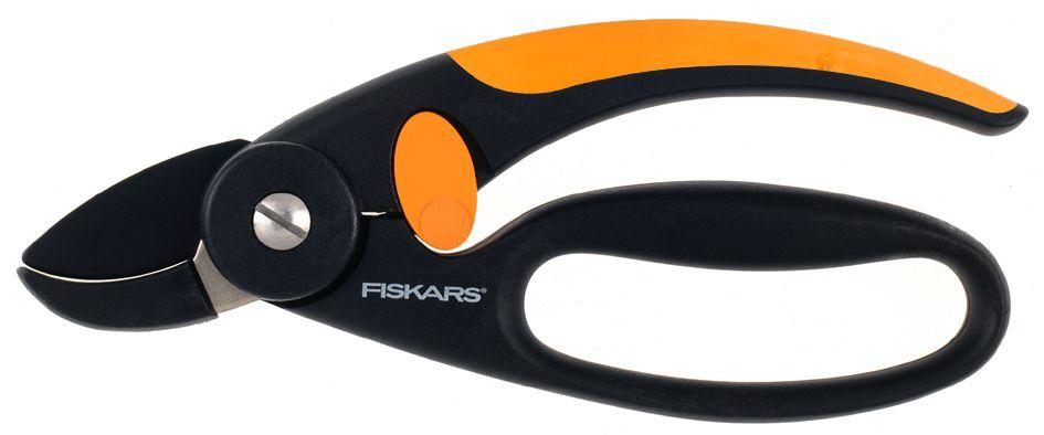 Секатор контактный Fiskars P43, с петлей для пальцев, 18,8 см111430Секатор Fiskars P43 с петлей для пальцев подходит для выполнения основных задач в саду без чрезмерного напряжения руки. Петля на нижней рукоятке обеспечивает удобный захват и защищает пальцы при работе секатором. Секатор предназначен для подрезки сухих и твердых ветвей. Рукоятки из материала FiberComp обеспечивают легкость и прочность инструмента. Верхняя рукоятка с покрытием SoftGrip для повышенного комфорта. Антифрикционное покрытие верхнего лезвия облегчает подрезку и уход за секатором. Лезвия выполнены из нержавеющей стали. Нижнее лезвие выполнено из материала FiberComp для повышенной износоустойчивости. Длина секатора: 18,8 см. Режущая способность: 20 мм.