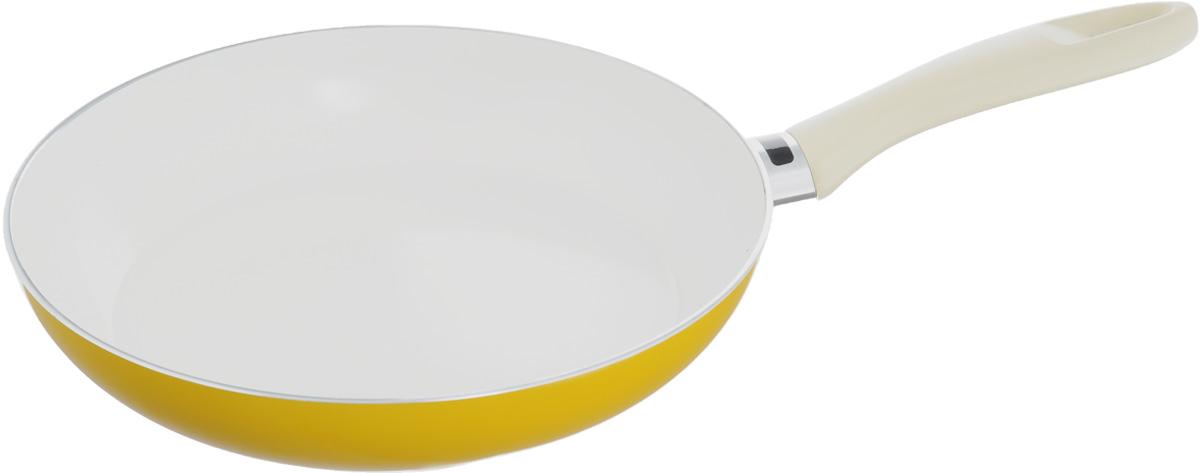 Сковорода Tescoma Ecopresto Signal, с керамическим покрытием, с индикатором температуры, цвет: желтый. Диаметр 28 см595128_желтыйСковорода Tescoma Ecopresto Signal изготовлена из металла с высококачественным антипригарным керамическим покрытием. Такое покрытие обладает повышенной устойчивостью к высоким температурам, тепловым ударам и механическому износу. Не содержит вредных примесей ПФОК, что способствует здоровому и экологичному приготовлению пищи. С таким покрытием пища не пригорает и не прилипает к стенкам, поэтому можно готовить с минимальным добавлением масла и жиров. Гладкая, идеально ровная поверхность сковороды легко чистится, ее можно мыть в воде руками или вытирать полотенцем. Эргономичная ручка выполнена из пластика, удобна в эксплуатации. На металлической части ручки имеется индикатор температуры в виде темной полоски. Как только сковорода нагреется, вместо полоски появится логотип Tescoma. Сковорода подходит для использования на газовых, электрических и стеклокерамических плитах. Не рекомендуется мыть в посудомоечной машине. Диаметр сковороды (по...