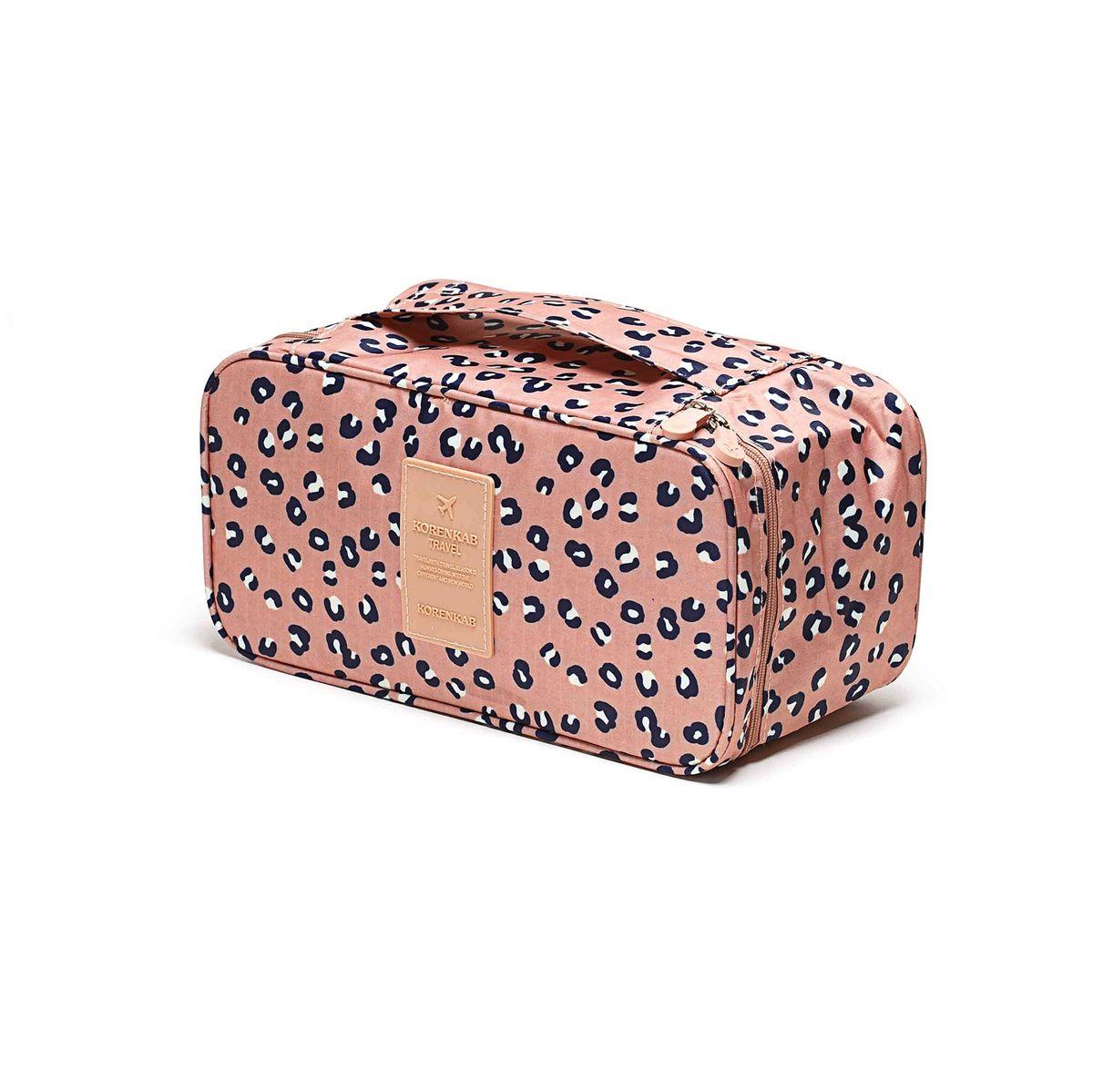 Косметичка-органайзер Homsu Леопард, 28 x 13 x 15 смHOM-357Косметичка-органайзер Homsu Леопард выполнена из высококачественного полиэстера. Закрывается изделие на застежку-молнию. Внутри имеется 4 отделения для мелочей, а также дополнительная сумочка размером 22 х 14 см, которая крепится к косметичке посредством липучки и надежно защищает ваши вещи за счет удобной молнии. Теперь вы сможете всегда брать с собой все, что вам может понадобиться. Сверху органайзера имеется ручка для удобной переноски. Косметичка-органайзер Homsu Леопард станет незаменимым аксессуаром для любой девушки. Размер косметички: 28 х 13 х 15 см. Размер сумочки: 22 х 14 см.