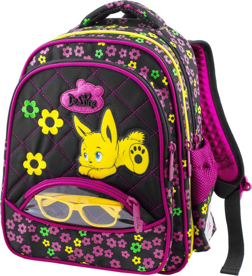 DeLune Рюкзак детский цвет черный розовый54-07Детский рюкзак DeLune имеет мягко-каркасную форму. Эта уникальная технология позволяет держать форму даже при полностью пустом рюкзаке, не прогибается и не меняет форму под весом. Эргономичная спинка разработана с учетом анатомии ребенка, позвоночник защищен специально сконструированной спинкой, что делает ношение рюкзака максимально удобным. Рюкзак содержит два вместительных отделения, которые закрываются на застежки-молнии известной фирмы SBS. В большом отделении находятся две пластиковые перегородки для тетрадей или учебников, фиксирующиеся резинкой, а также два открытых сетчатых кармана и нашивная бирка для заполнения личных данных владельца. В следующем отделении расположен открытый карман-сетка. Дно рюкзака можно сделать более устойчивым, разложив специальную панель. Внутреннее оснащение рюкзака разработано по специальной системе распределения вещей Open access, что позволяет удобно распределить школьные принадлежности ребенка. Лицевая сторона рюкзака оснащена...