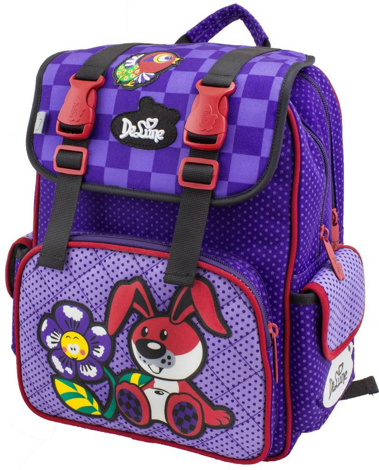 DeLune Рюкзак детский с наполнением цвет фиолетовый 2 предмета52-10Детский рюкзак DeLune имеет мягко-каркасную форму. Эта уникальная технология, позволяющая держать форму даже при полностью пустом рюкзаке, не прогибается и не меняет форму под весом. Эргономичная спинка рюкзака разработана с учетом анатомии ребенка, позвоночник защищен специально сконструированной спинкой, что делает ношение рюкзака максимально удобным. Рюкзак содержит два вместительных отделения, закрывающихся на застежки-молнии и клапаном на липучке. Высококачественные молнии известной фирмы SBS. В наибольшем отделении находятся две перегородки для тетрадей, фиксирующиеся резинкой, а также три открытых сетчатых кармана и нашивная бирка для заполнения личных данных владельца. Дно рюкзака можно сделать более устойчивым, разложив специальную панель. Внутреннее оснащение рюкзака разработано по специальной системе распределения вещей Open access, что позволяет удобно распределить школьные принадлежности ребенка. Лицевая сторона рюкзака оснащена...