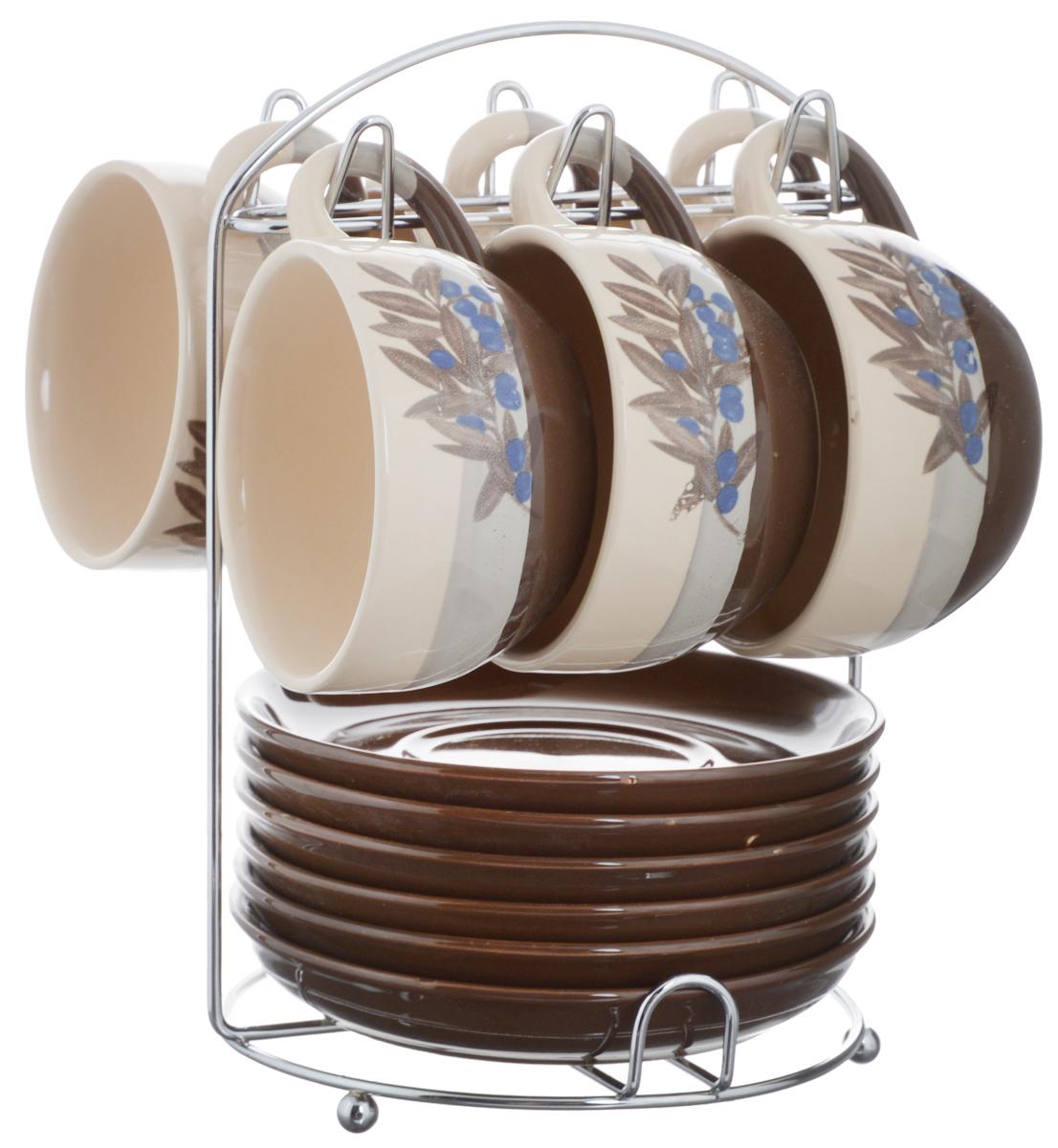 Набор чайный Calve. Маслины, на подставке, 13 предметовCL-2022Набор Calve. Маслины состоит из шести чашек и шести блюдец, изготовленных из высококачественного фарфора. Чашки оформлены ярким принтом. Изделия расположены на металлической подставке. Такой набор подходит для подачи чая или кофе. Изящный дизайн придется по вкусу и ценителям классики, и тем, кто предпочитает утонченность и изысканность. Он настроит на позитивный лад и подарит хорошее настроение с самого утра. Чайный набор Calve - идеальный и необходимый подарок для вашего дома и для ваших друзей в праздники. Можно мыть в посудомоечной машине. Объем чашки: 220 мл. Диаметр чашки (по верхнему краю): 9,5 см. Высота чашки: 6,3 см. Диаметр блюдца: 14,5 см. Высота блюдца: 2,3 см. Размер подставки: 16,5 х 16 х 22,5 см.