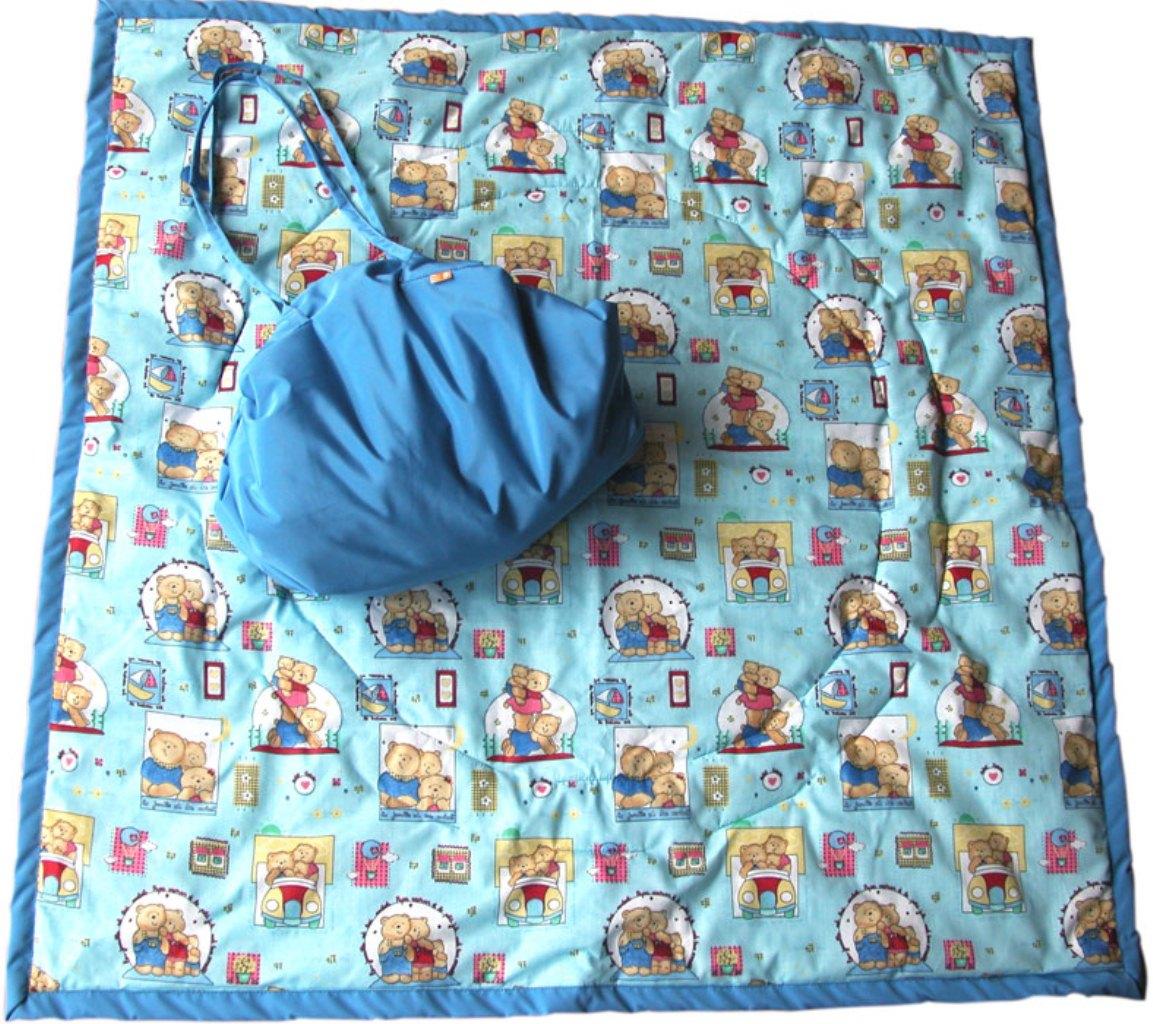Чудо-Чадо Переносной коврик-сумка цвет голубой мишкиKTR02-004Игровое место для малыша, которое всегда с собой! Очень удобен для игр дома на полу или путешествий из комнаты в комнату вслед за мамой и папой, вместе с любимыми игрушками. Незаменим для походов в гости, поликлинику, спортзал… И, конечно, для выходов летом на природу!!! В сырое и холодное время года может использоваться как теплое, непромокаемое одеяло в коляску. Особенности: для дома и для улицы мягкий, теплоизолирующий водонепроницаемая внешняя ткань (не пропускает сырость и влагу) легко превращается во вместительную симпатичную сумку, в которую вместятся все любимые игрушки и другие детские принадлежности. Поиграли, сложили коврик – и игрушки готовы к переноске! не сминается, даже если очень активно ползать и шебуршиться по коврику - не требуется постоянно его расправлять Размеры: развернутый коврик - 110х110 см, сумка – 45х35 см