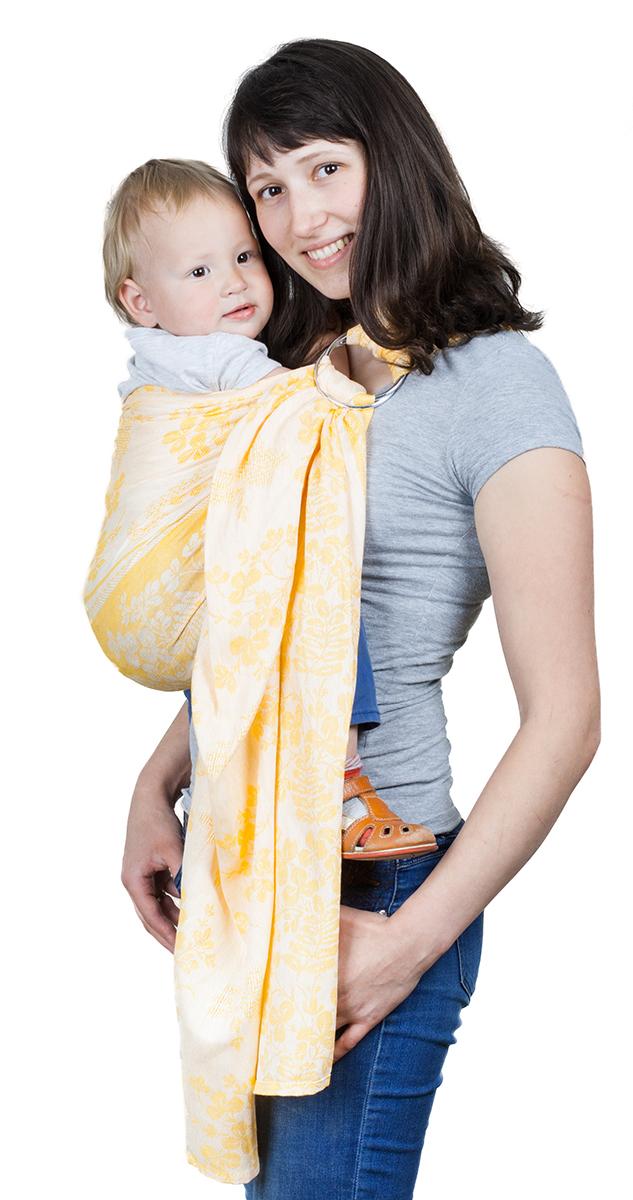 Чудо-Чадо Слинг с кольцами Герба цвет рыжийСКЛ01-001Специальное плетение Ткань, использованная для производства слингов с кольцами Герба – диагонального жаккардового плетения. Это одна из лучших тканей для слинга, ее еще иногда назвают шарфовой. Диагональное плетение означает, что ткань не растягивается и не провисает. Такой слинг хорошо распределяет нагрузку на спину взрослого, отлично облегает, обеспечивает безопасную поддержку для позвоночника малыша. А благодаря особенностям жаккардового плетения слинг замечательно вентилируется. В слингах с кольцами такие ткани используют нечасто, поэтому такие модели, как Герба от Чудо-чадо особенно ценятся. Сочетание преимуществ льна и хлопка Слинги с кольцами Герба на 30% состоят из льна и на 70% - из хлопка. Они сочетают в себе преимущества обоих видов тканей. Лен обеспечивает слингам Герба износостойкость, грузовозность, улучшенную терморегуляцию (в жару в льняных слингах всегда немного прохладнее, а в холодную погоду – немного теплее), сопротивляемость...