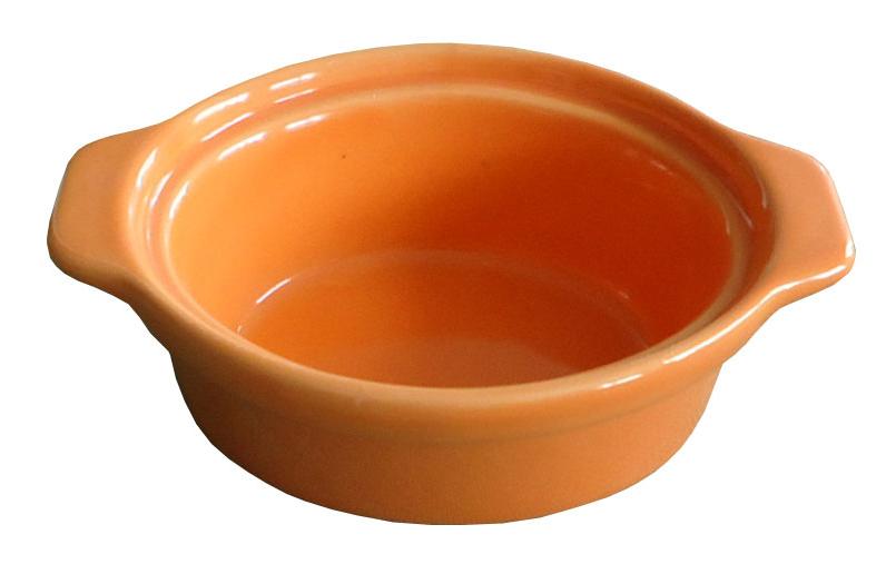 Форма для запекания Calve, овальная, цвет: оранжевый, 13,5 х 9,5 см14-258Ни для кого не секрет, что у настоящей хозяйки красивая посуда не только та, в которой она подает свои блюда, но и та, в которой она готовит. Форма для запекания Calve выполнена из жаропрочной керамики и оснащена ручками. Керамическая форма для запекания имеет целый ряд преимуществ: ее можно использовать в духовке, конвекционной и микроволновой печи, однако ее нельзя ставить на открытый огонь. Во время процесса приготовления посуда из керамики впитывает лишнюю влагу из продукта и хранит тепло. Такая форма подойдет для хранения блюда в холодильнике и морозильной камере. Продукты из холодильника в ней будут оставаться холодными еще долго - это связано с медленной теплоотдачей глины. Приятный глазу дизайн и отменное качество формы будут долго радовать вас, а угощения, приготовленные в этом блюде - ваших гостей. Размер формы (без учета ручек): 9,5 х 7,5 см. Размер формы (с учетом ручек): 15,5 х 9,5 см. Высота формы: 4,5 см. Объем: 150 мл.
