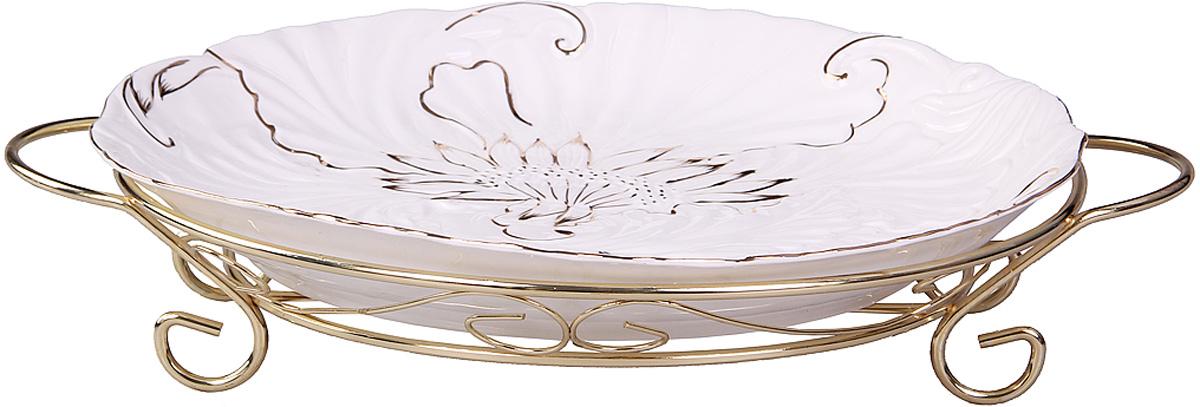 Блюдо Patricia, диаметр 40 см. IM04-0001IM04-0001Блюдо круглое выполнено из высококачественной керамики . Изделие украшено позолотой и цветочной композиции. Благодаря специально подставке с ручками блюдо удобно перемещать.