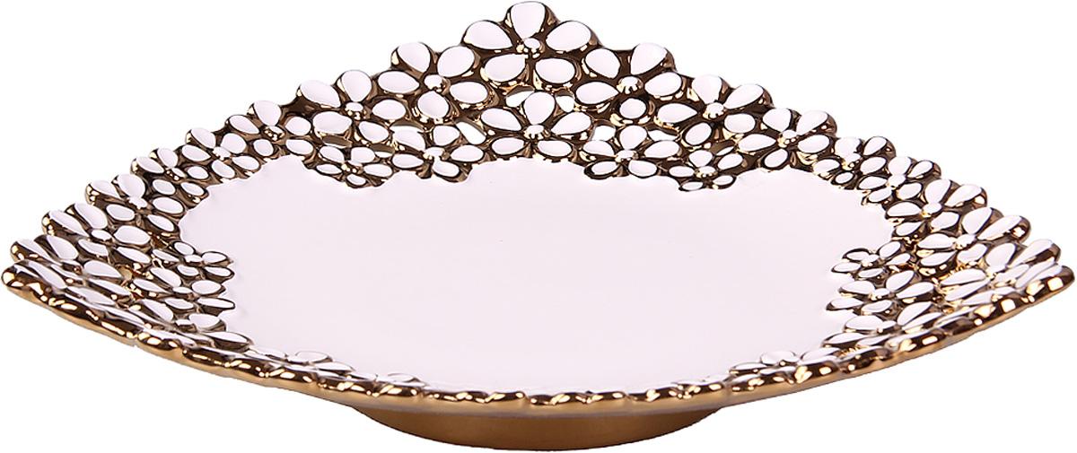 Блюдо Patricia, диаметр 32,5 см. IM08-0100IM08-0100Это блюдо выполнено из керамики. Благодаря нетривиальному дизайну изделие несет не только функциональную но и эстетическую нагрузку. Ажурная часть чаши украшена позолотой.