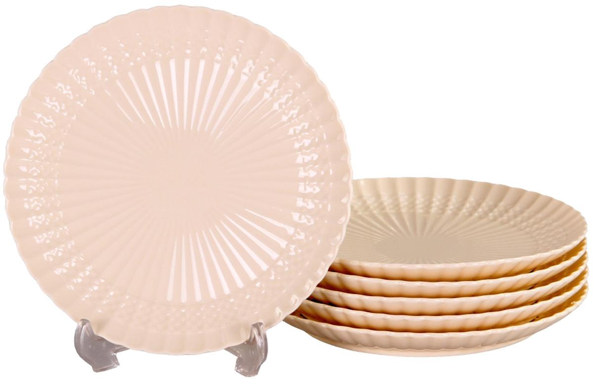 Тарелка десертная Patricia, диаметр 19 см, 6 шт. IM52-4112IM52-4112Вы любите баловать десертами не только себя, но и гостей? Набор десертных тарелок станет достойным украшением свежеприготовленного пирожного, выпечки, кусочка вашего фирменного торта или другого десерта. Благодаря безукоризненному дизайну и качеству эти тарелки прослужат вам много лет, напоминая о каждом кусочке любимого лакомства.