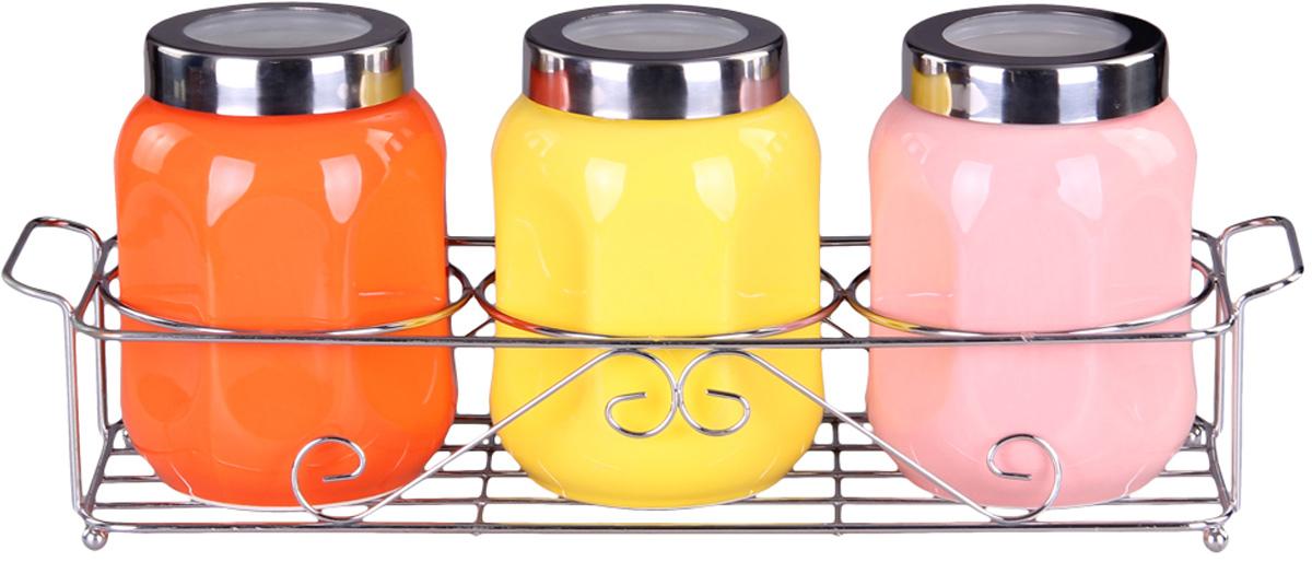 Набор банок Patricia, 3 предмета. IM99-5225IM99-5225Набор банок на металлической подставке включает в себя 3 банки различных размеров. Плотно закручивающая крышка на банке позволит хранить чай,кофе и многие другие сыпучие продукты. А дизайн таких банок украсит кухню любой хозяйки.