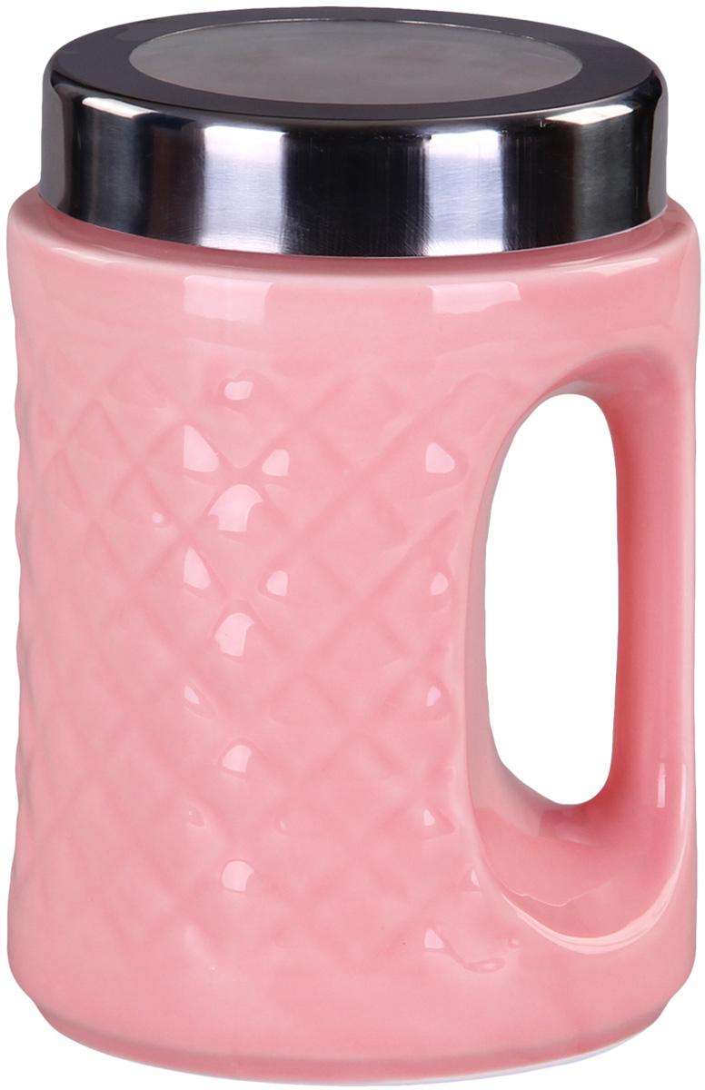 Банка для сыпучих продуктов Patricia, цвет: розовый, высота 18 смIM99-5241Банка для сыпучих продуктов Patricia выполнена из глазурованной керамики высокого качества и оформлена рельефом. Банка снабжена плотно закрывающейся крышкой и удобной ручкой. Она идеально подойдет для хранения чая, кофе, сахара, круп и других сыпучих продуктов. Прозрачная вставка в крышке позволяет видеть содержимое. Изделие сохраняет продукты свежими и ароматными на длительное время. Функциональная и вместительная, такая банка станет незаменимым аксессуаром и стильно оформит интерьер кухни. Высота банки: 18 см.
