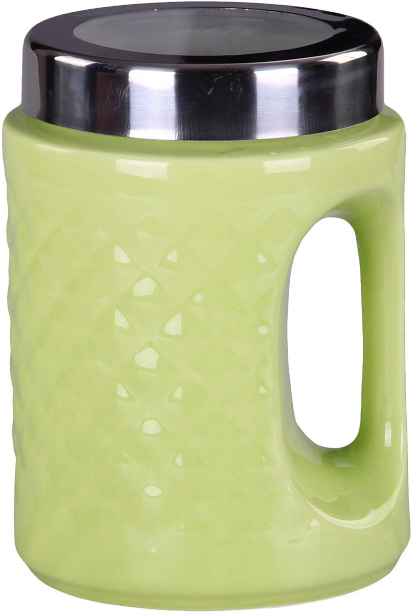 Банка для сыпучих продуктов Patricia, цвет: зеленый, высота 18 смIM99-5243Банка для сыпучих продуктов Patricia выполнена из глазурованной керамики высокого качества и оформлена рельефом. Банка снабжена плотно закрывающейся крышкой и удобной ручкой. Она идеально подойдет для хранения чая, кофе, сахара, круп и других сыпучих продуктов. Прозрачная вставка в крышке позволяет видеть содержимое. Изделие сохраняет продукты свежими и ароматными на длительное время. Функциональная и вместительная, такая банка станет незаменимым аксессуаром и стильно оформит интерьер кухни. Высота банки: 18 см.