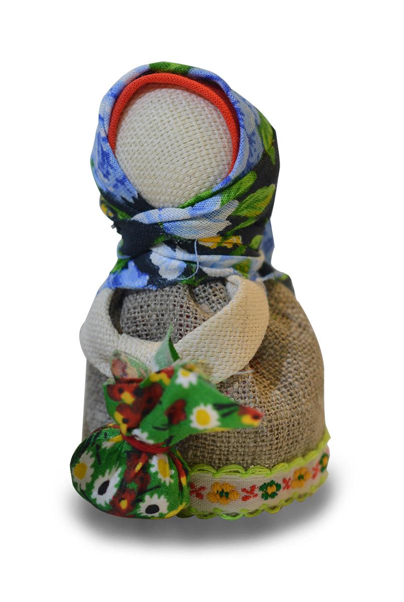 Набор для изготовления обереговой куклы Промысел Подорожница, 12 х 9 х 5 смНОК-5В набор для изготовления обереговой куклы Промысел Подорожница входит: цветная инструкция, подробное описание об обереге, отрезы ткани разных цветов, фактур и размеров, синтепон для набивки и нить. Эту обереговую куклу давали в дорогу страннику, что бы тому сопутствовала удача в пути. Обычно ее делала мать сыну или дочери, жена - мужу, при этом в руки должен брать ее только тот, кто сделал, или тот, кому подарили. В мешочек Подорожнице можно положить пшена - что бы в пути было все благополучно, или пучок ниток, что бы всегда найти дорогу домой. Потратьте несколько минут и подарите близкому человеку своего рода ангела хранителя. Такой оберег можно разместить в машине. Он порадует своим исполнением и сбережет в пути вас и ваших близких.