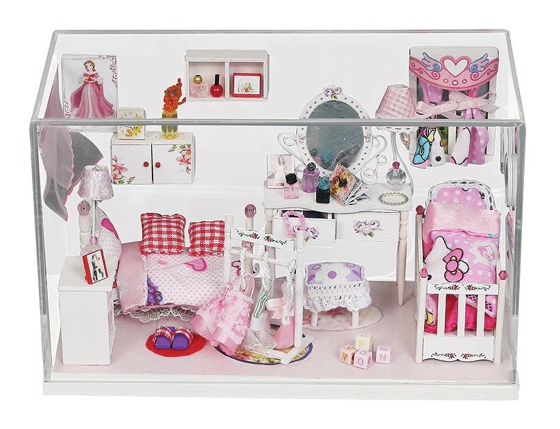 Набор для создания миниатюры Белоснежка Комната принцессы009-BНабор для создания миниатюры Комната принцессы – это модель интерьера игрушечной комнаты. Самостоятельно из деталей сделайте мебель, украшения, подушечки, одеяла, расставьте и разложите все по местам и проведите освещение. Стенами и потолком комнаты служит прозрачный футляр, который также защищает композицию от повреждений и пыли. Комплектация: - Основа миниатюры: подиум с защитным футляром - Инструменты: ножницы, пинцет, наждачная бумага - Детали мебели из оргалита - Набор тканей для отделки мебели и деталей интерьера - Набор бумажных листов с деталями - Бусины, веревки, проволока, пластиковые детали - Засушенные цветы - LED освещение со звуковым включением - Клей - Пошаговая инструкция на русском языке с иллюстрациями