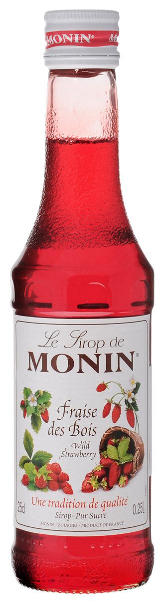 Monin Земляника сироп, 0,25 лSMONN0-000103Сироп Monin Земляника не оставит равнодушным ни одного сладкоежку. Нежный ягодный вкус и аромат делает эту добавку незаменимым ингредиентом многих блюд и напитков. В качестве основы для него применяются натуральная земляника, обработанная особым образом, а также тростниковый сахар и чистейшая вода из родниковых источников. Сиропы Monin выпускает одноименная французская марка, которая известна как лидирующий производитель алкогольных и безалкогольных сиропов в мире. В 1912 году во французском городке Бурже девятнадцатилетний предприниматель Джордж Монин основал собственную компанию, которая специализировалась на производстве вин, ликеров и сиропов. Место для завода было выбрано не случайно: город Бурже находился в непосредственной близости от крупных сельскохозяйственных районов - главных поставщиков свежих ягод и фруктов. Производство сиропов стало ключевым направлением деятельности компании Monin только в 1945 году, когда пост главы...