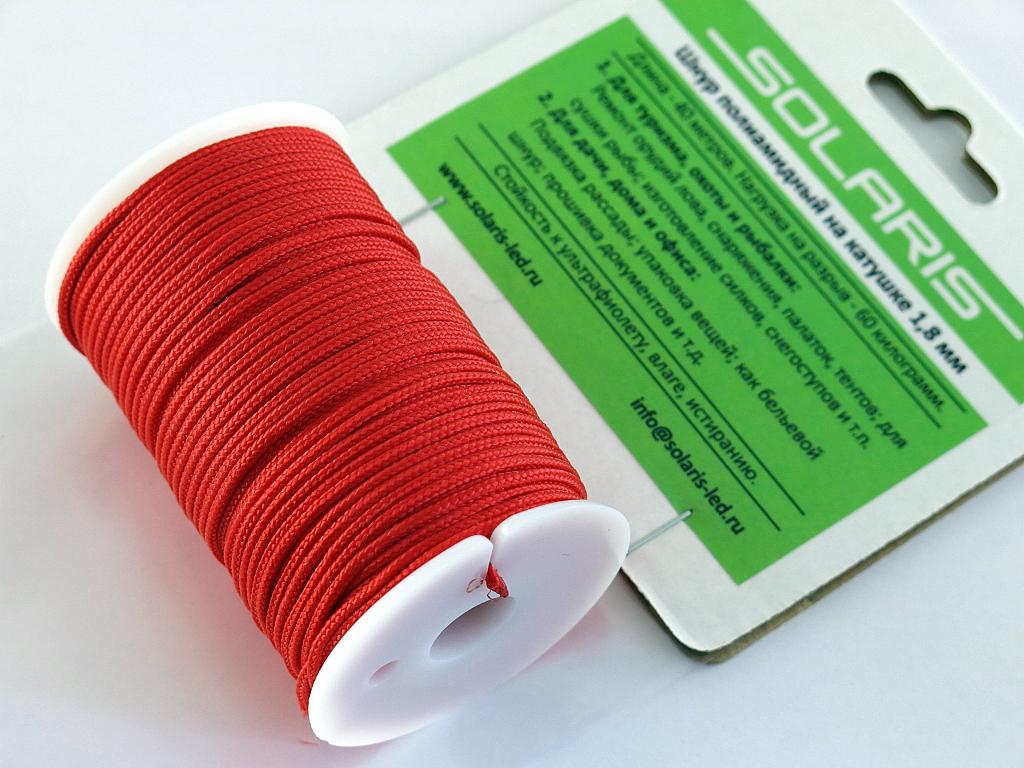 Шнур полиамидный Solaris на катушке, 1,8 мм х 40 м, цвет: красныйS6302rПрочный многоцелевой плетеный шнур из полиамида, выдерживает нагрузку на разрыв 60 кг. Для удобства использования шнур намотан на катушку, на торце катушки есть прорезь для фиксации свободного конца шнура. Диаметр шнура 1,8 мм, длина 40 метров. Свойства и конструкция полиамидного шнура: Стойкость к солнечному излучению (ультрафиолет), влаге, истиранию, воздействию насекомых. Не подвержен гниению и плесени. Диапазон рабочих температур от -60 до +120 °С. Шнур диаметром 1,8 мм состоит из сердечника и двенадцати плотно сплетенных прядей. Благодаря такой надежной конструкции шнур не расплетается при повреждении одной или даже нескольких прядей. Сферы применения полиамидного шнура: - Туризм, рыбалка, охота: Ремонт орудий лова, палаток, тентов, туристического снаряжения. Применяется для оснастки лодок, развешивания рыбы для сушки. Изготовление силков, снегоступов и т.п. - Дачное и домашнее хозяйство, для офиса: Подвязывание рассады,...